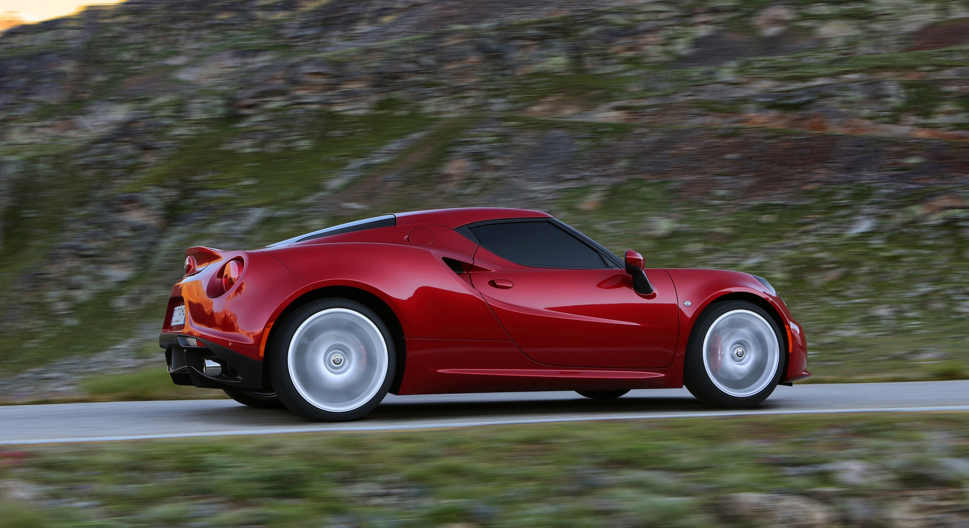 2014 Alfa Romeo 4c Test Drive (Photo 6 of 25)