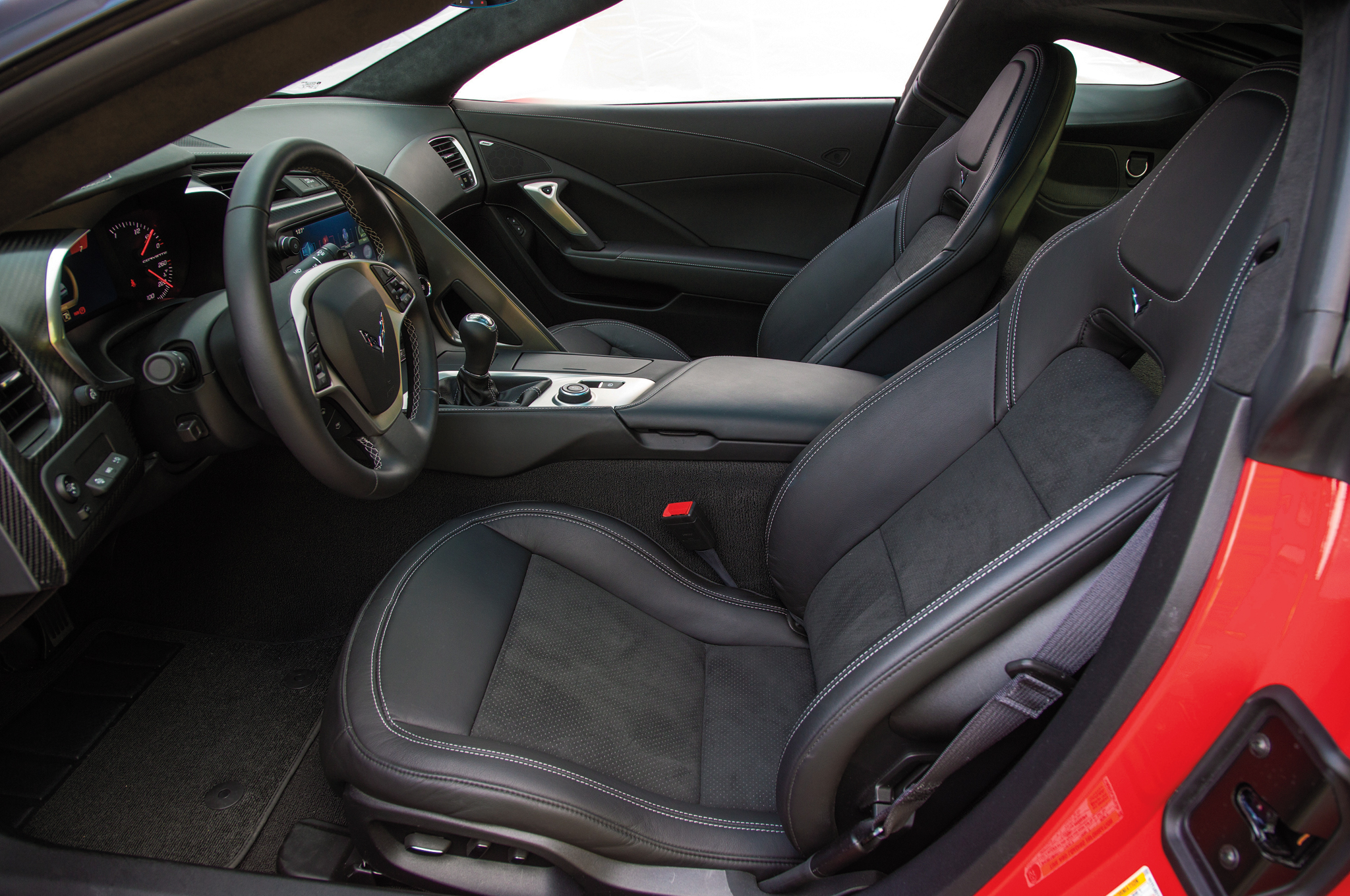 2014 Chevrolet Corvette Stingray Z51 Front Seats Interior (Photo 4 of 7)