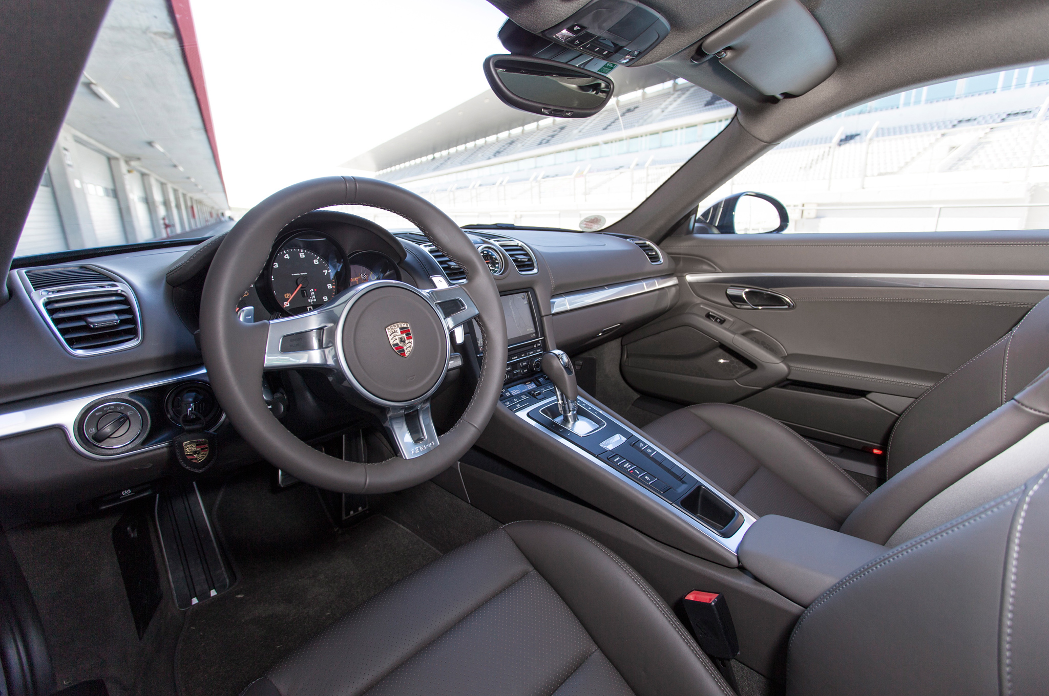 2014 Porsche Cayman Cockpit And Dashboard (View 7 of 8)