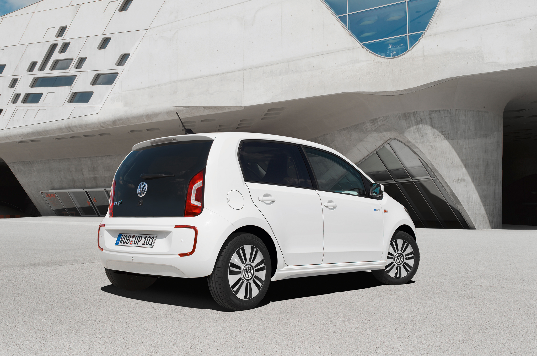 2014 Volkswagen E Up Rear Side Exterior (Photo 4 of 6)