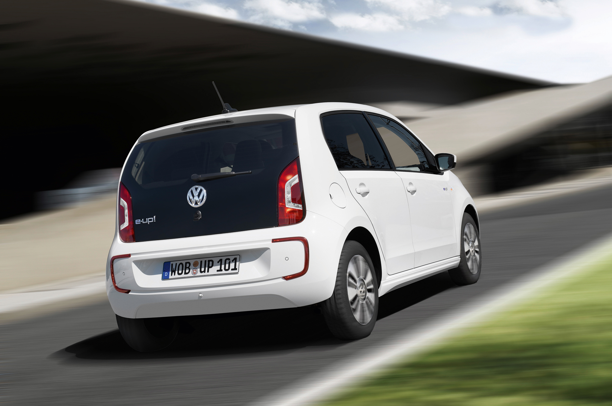 2014 Volkswagen E Up Rear Side View (Photo 5 of 6)