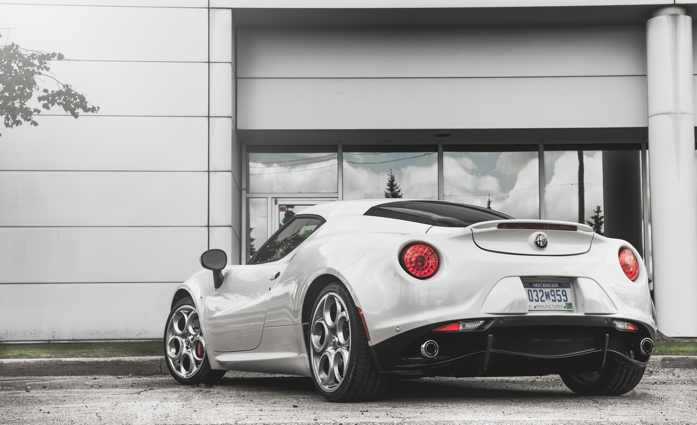 2015 Alfa Romeo 4C (Photo 9 of 25)