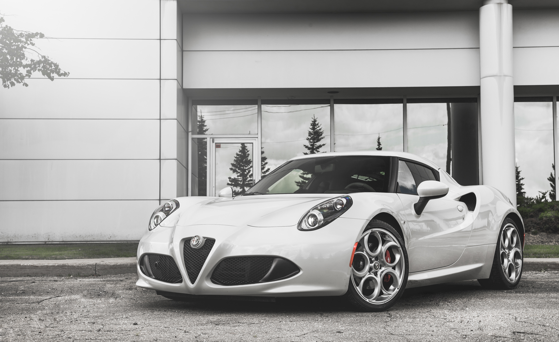 2015 Alfa Romeo 4C (Photo 13 of 25)