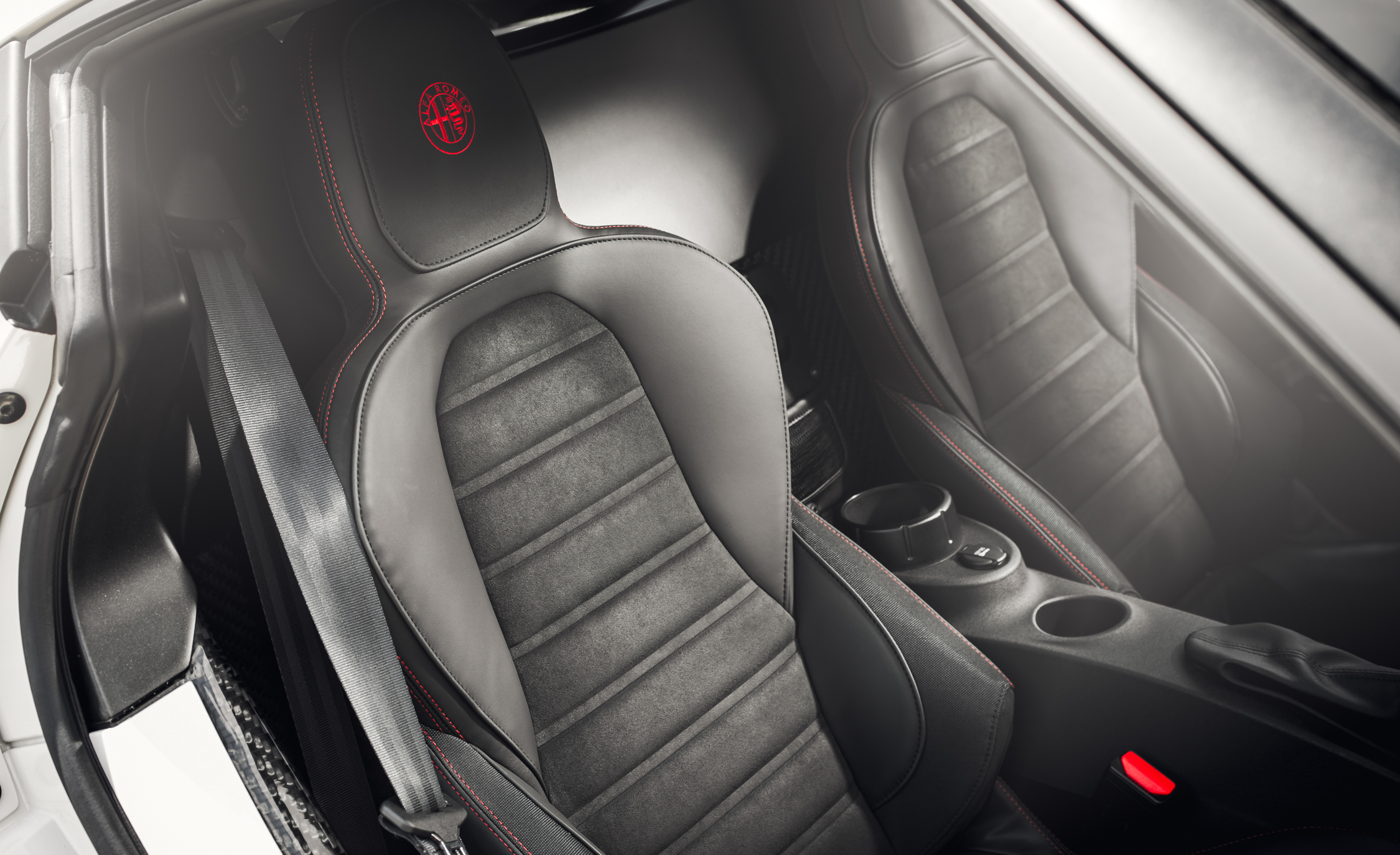 2015 Alfa Romeo 4C Interior (Photo 23 of 25)