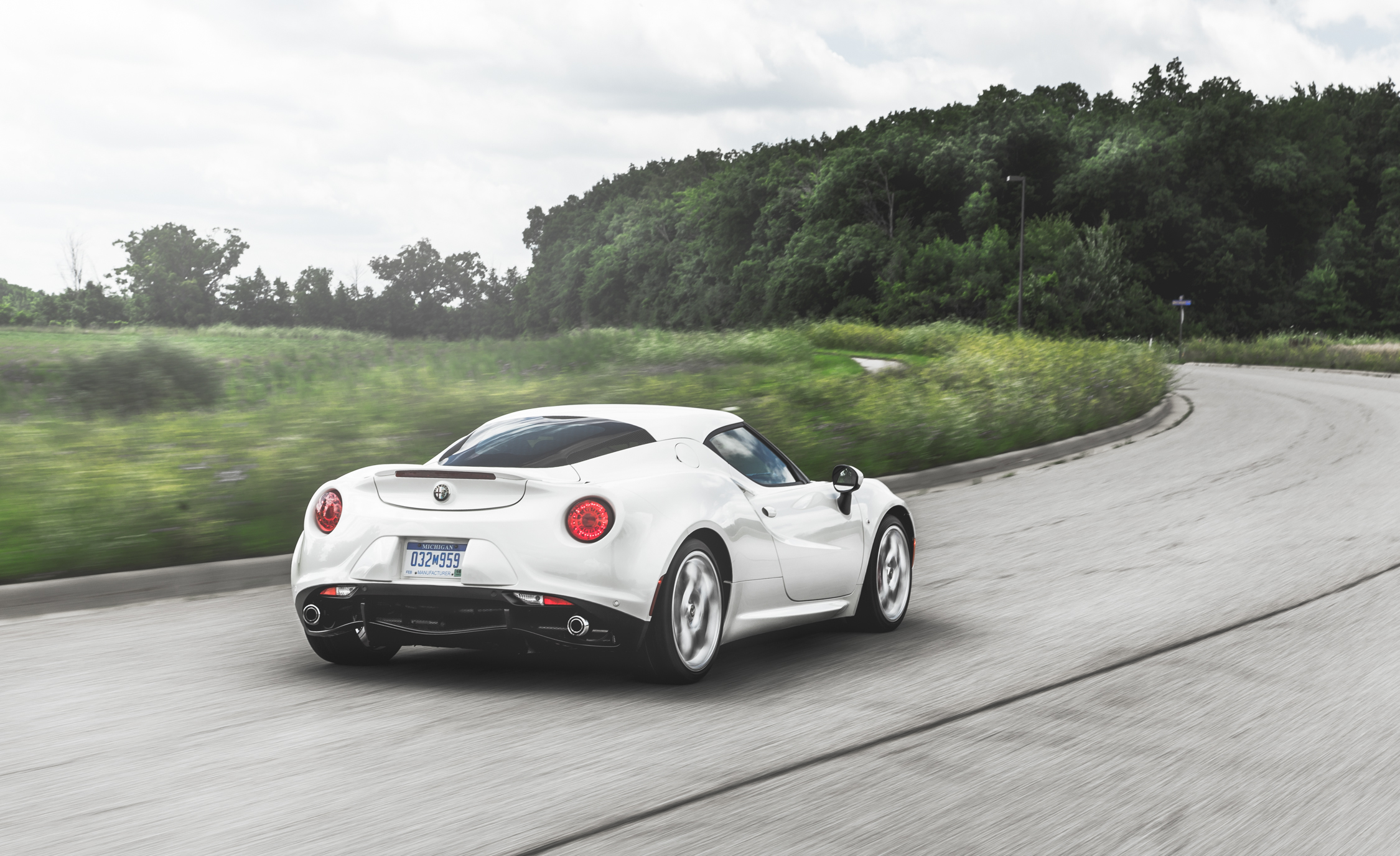 2015 Alfa Romeo 4C (Photo 17 of 25)