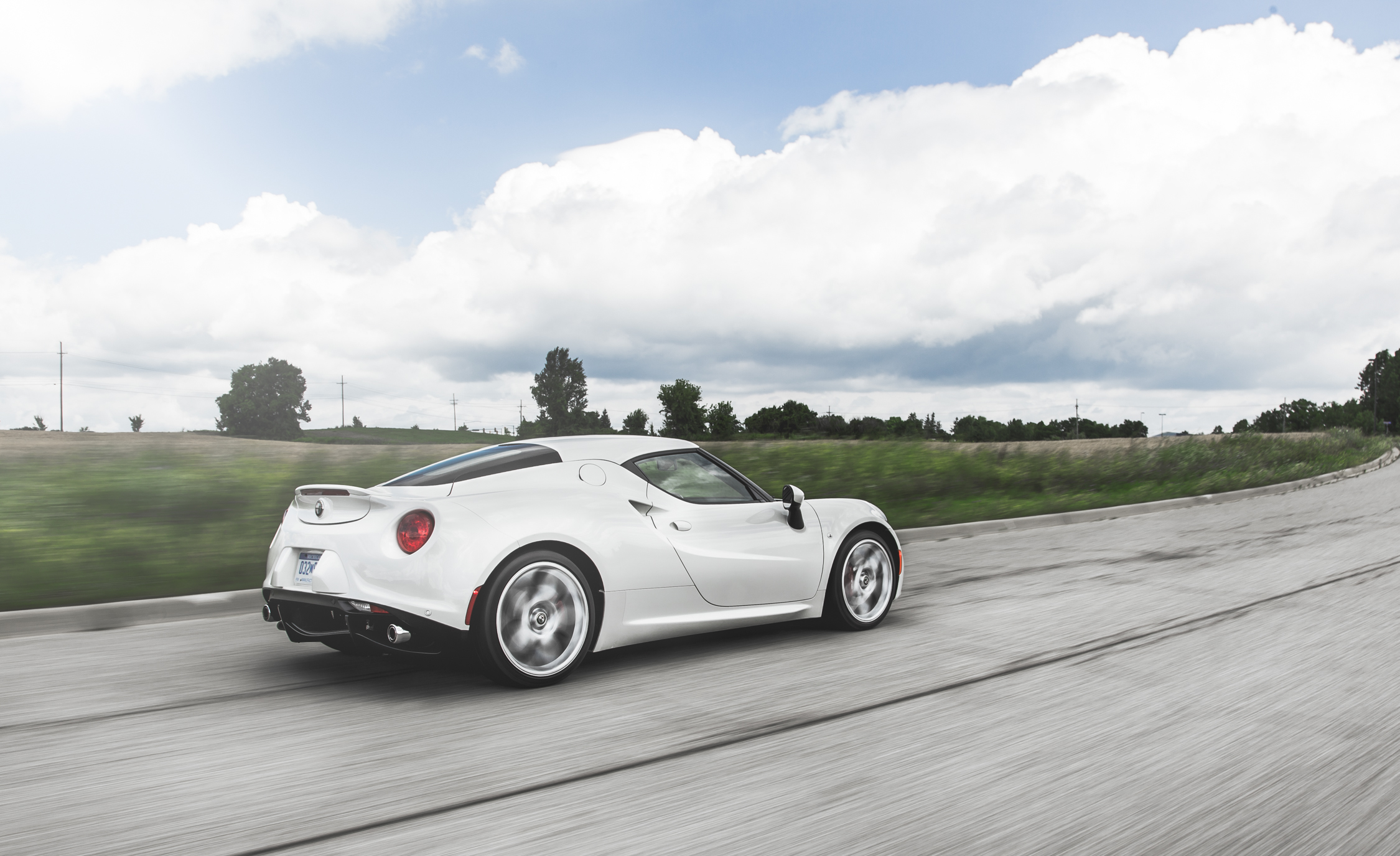 2015 Alfa Romeo 4C (Photo 18 of 25)