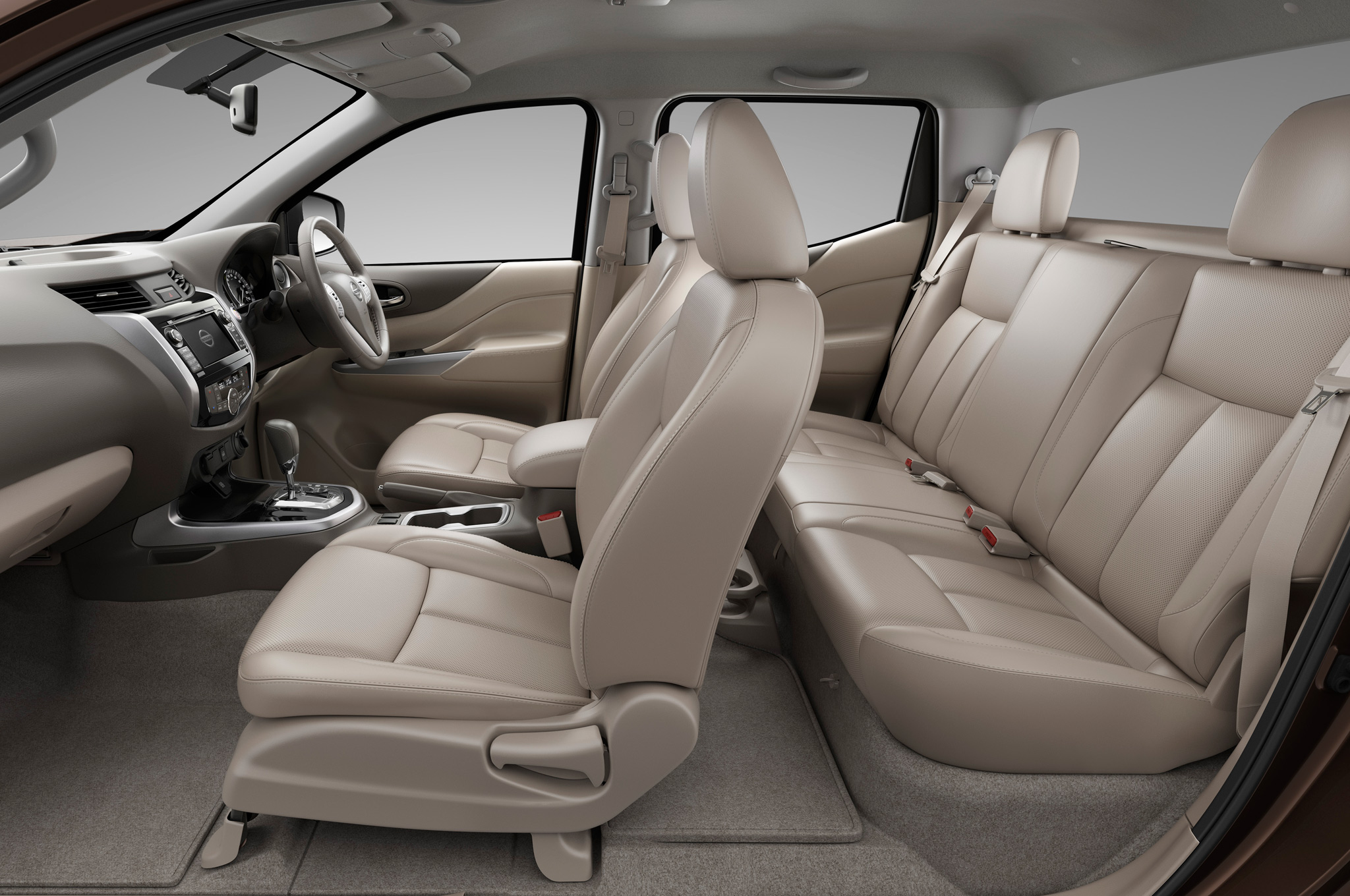 2015 All New Nissan Np300 Navara Front And Rear Interior (Photo 3 of 6)