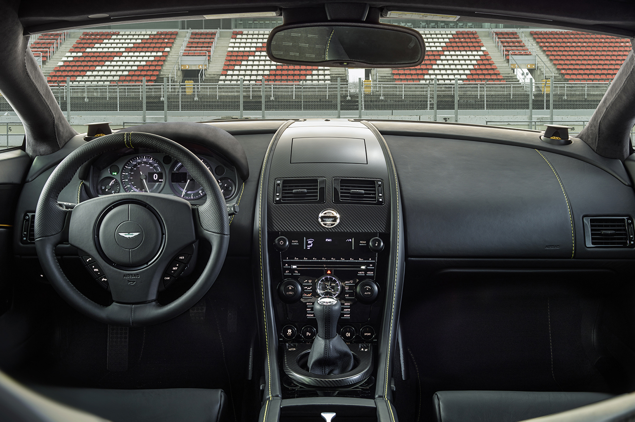 2015 Aston Martin V8 Vantage Gt Interior And Dashboard (Photo 3 of 7)