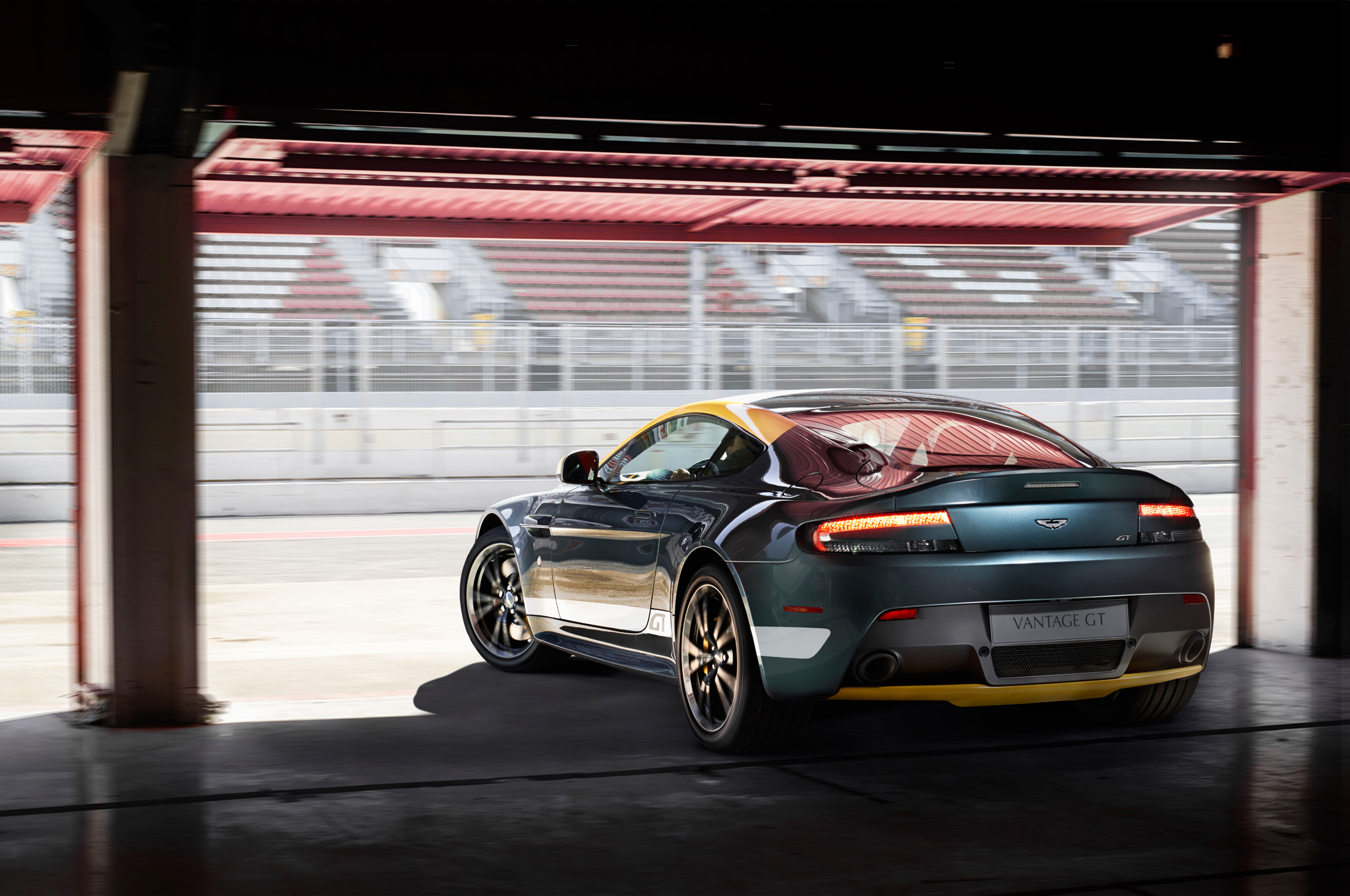 2015 Aston Martin V8 Vantage Gt Rear View (View 2 of 7)