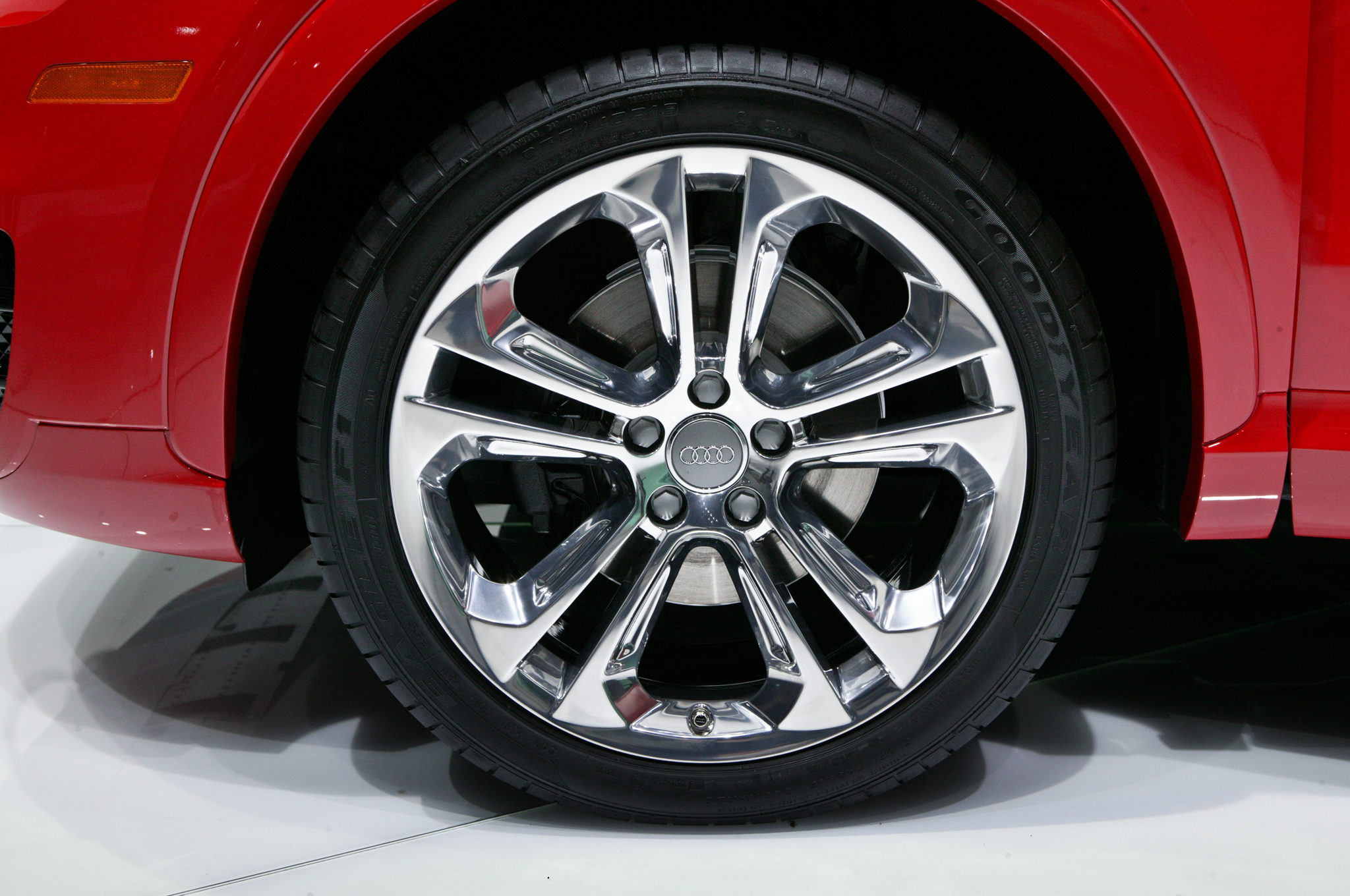 2015 Audi Q3 Front Wheel (Photo 9 of 21)