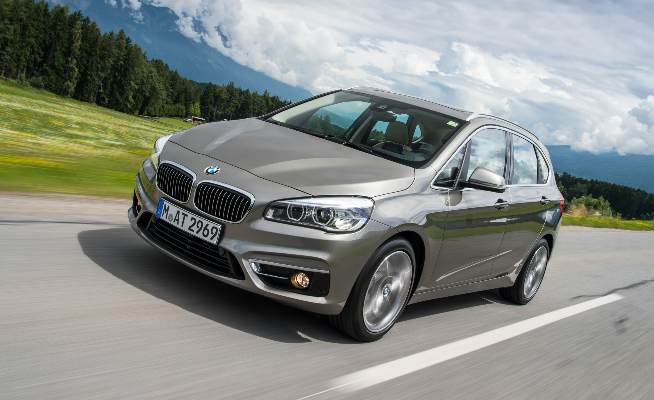 2015 BMW 225i Active Tourer (Euro Spec) (View 7 of 11)
