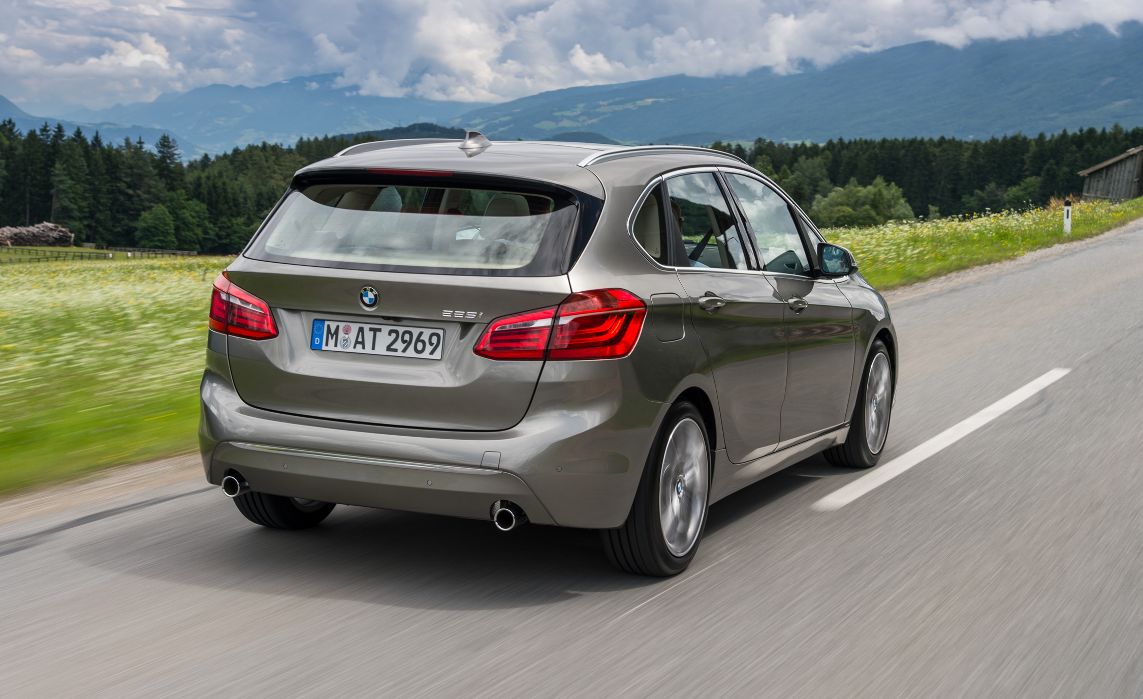 2015 BMW 225i Active Tourer (Euro Spec) (Photo 5 of 14)