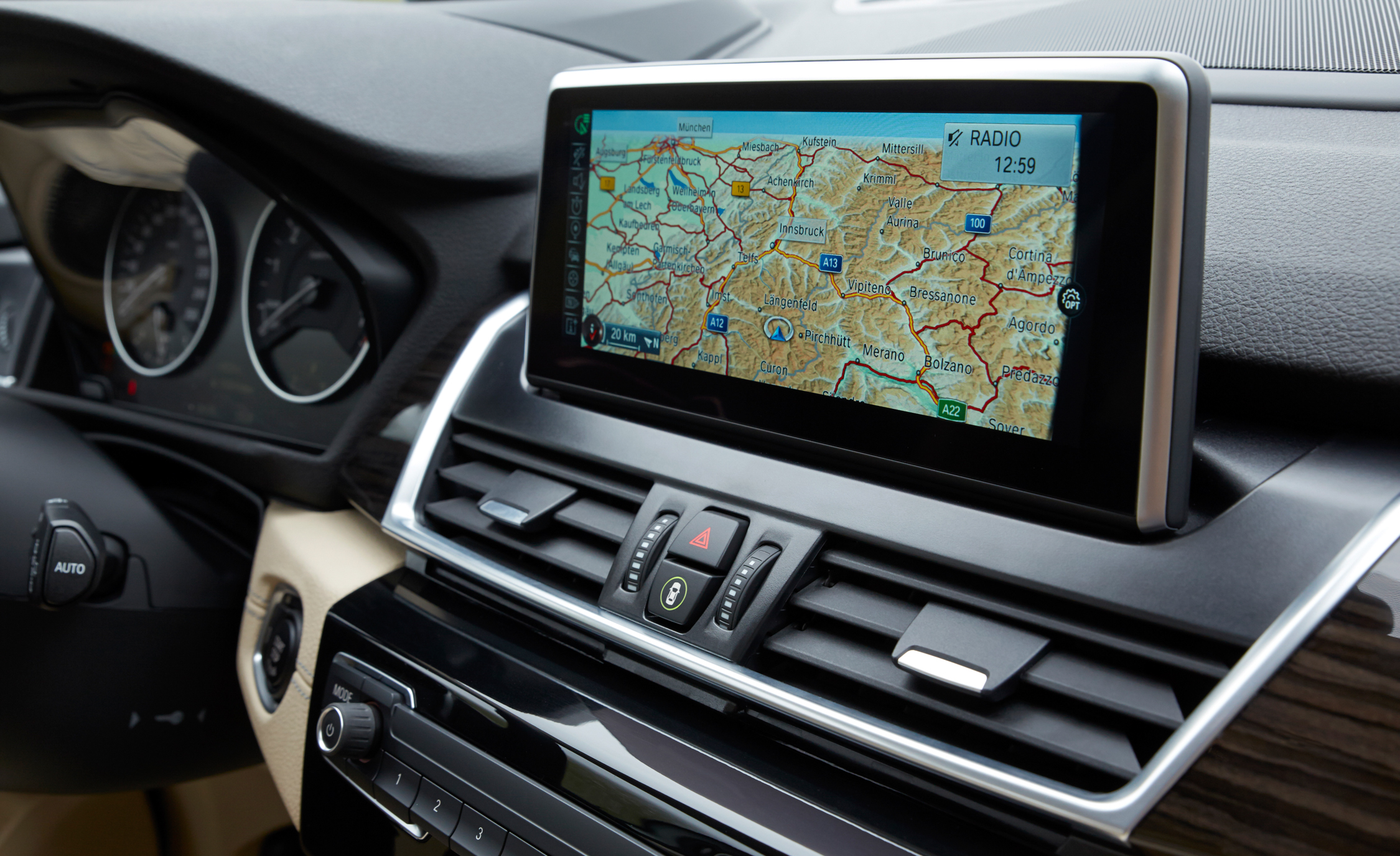 2015 BMW 225i Active Tourer (Euro Spec) Interior (Photo 13 of 14)