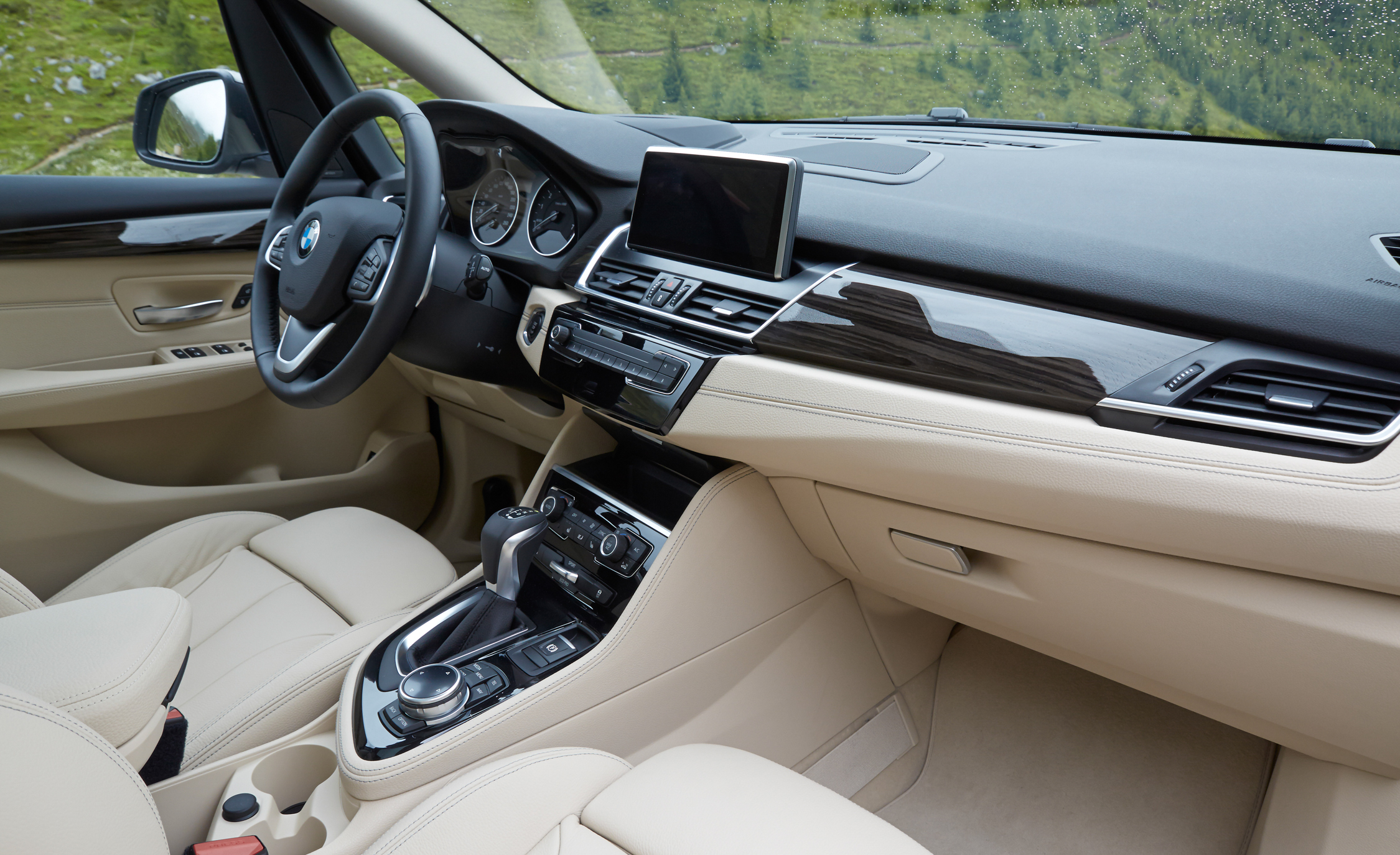 2015 BMW 225i Active Tourer (Euro Spec) Interior (Photo 9 of 14)