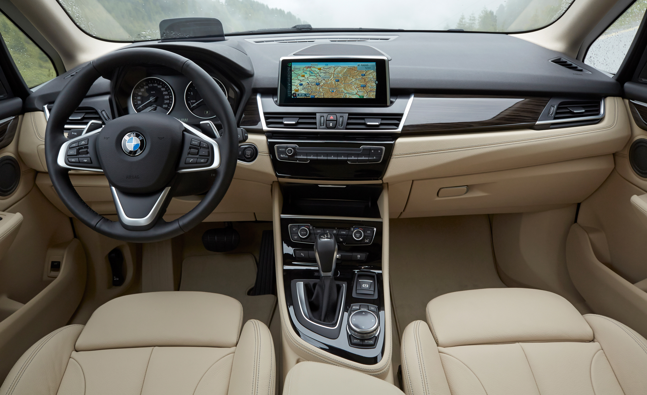 2015 BMW 225i Active Tourer (Euro Spec) Interior (Photo 10 of 14)