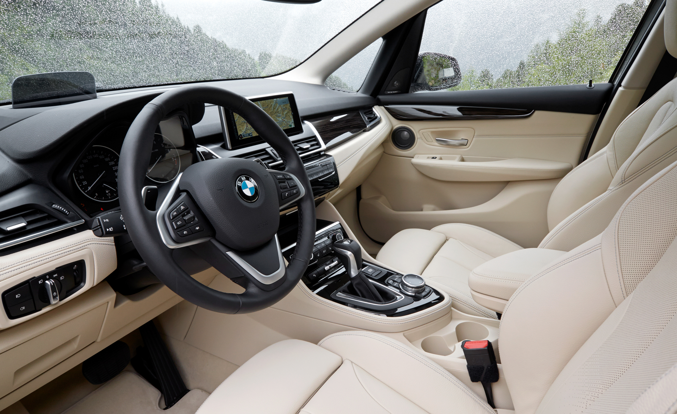 2015 BMW 225i Active Tourer (Euro Spec) Interior (Photo 12 of 14)
