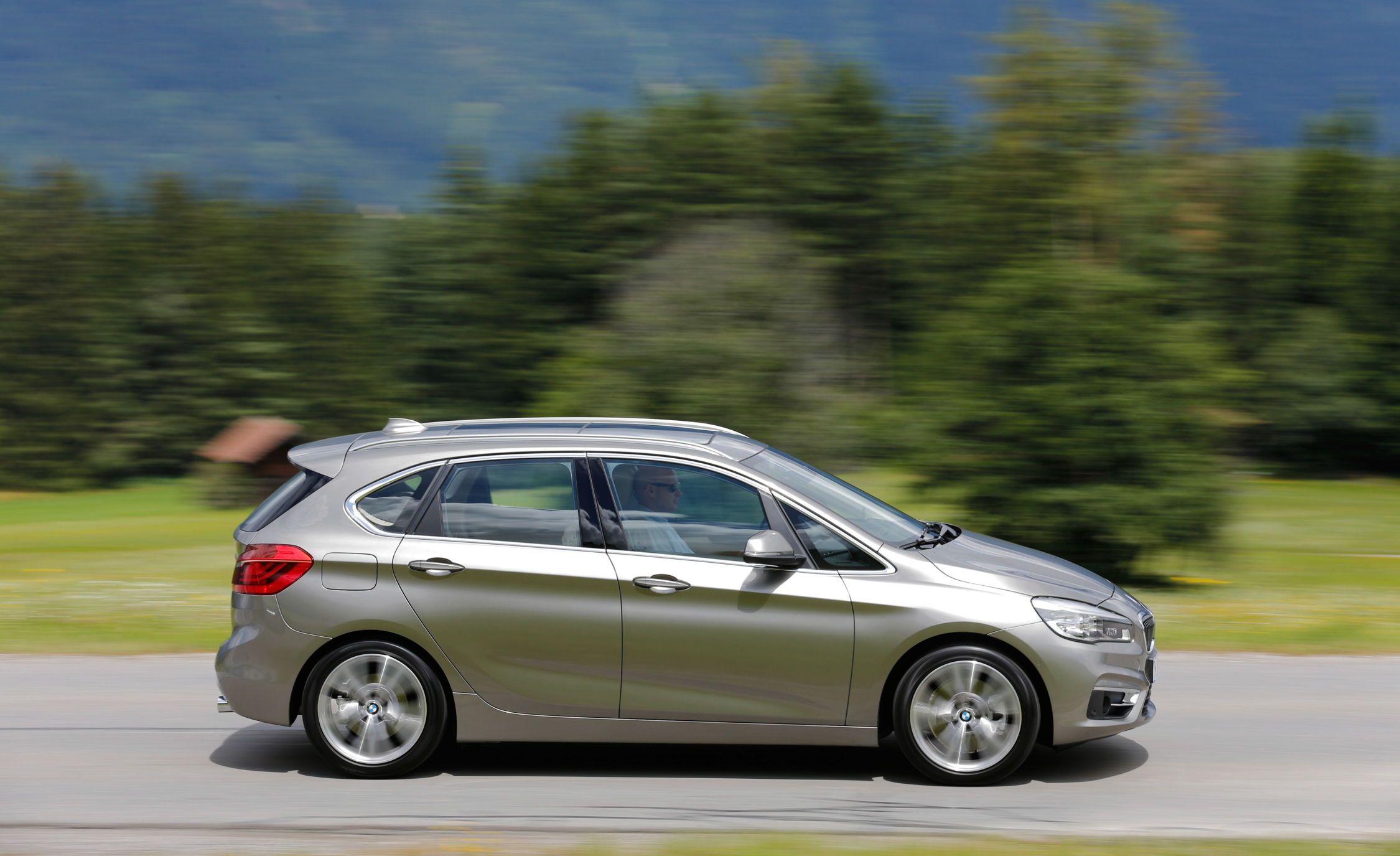 2015 BMW 225i Active Tourer (Euro Spec) (Photo 1 of 14)