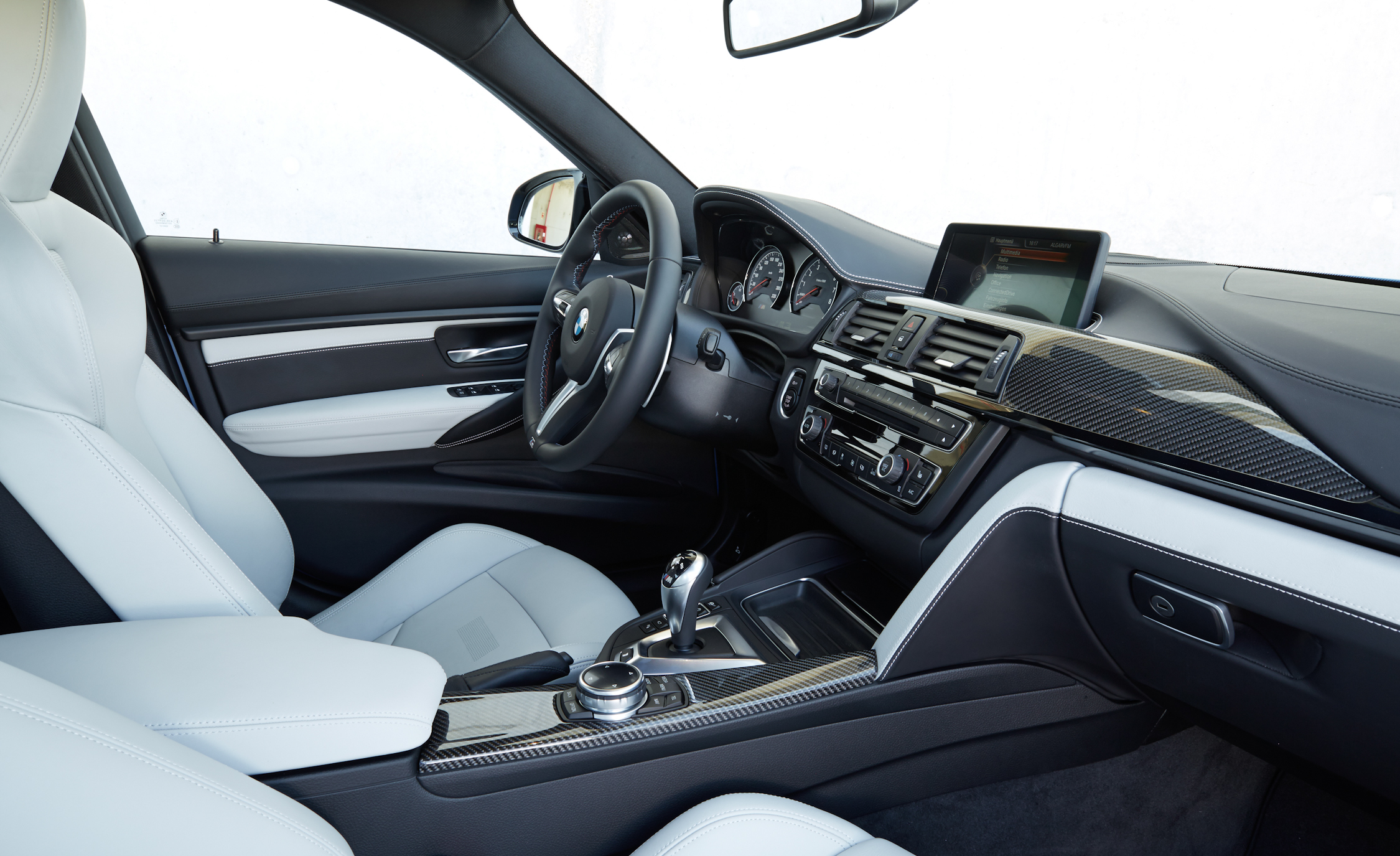 2015 BMW M3 Sedan Interior (Photo 32 of 55)