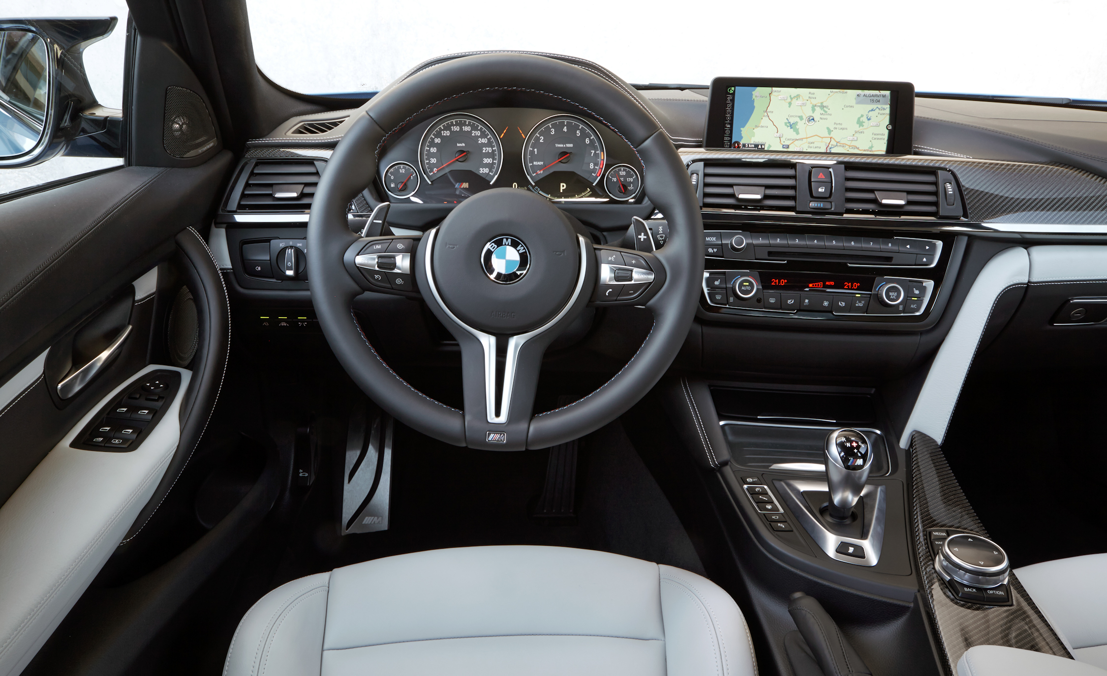 2015 BMW M3 Sedan Interior (Photo 35 of 55)