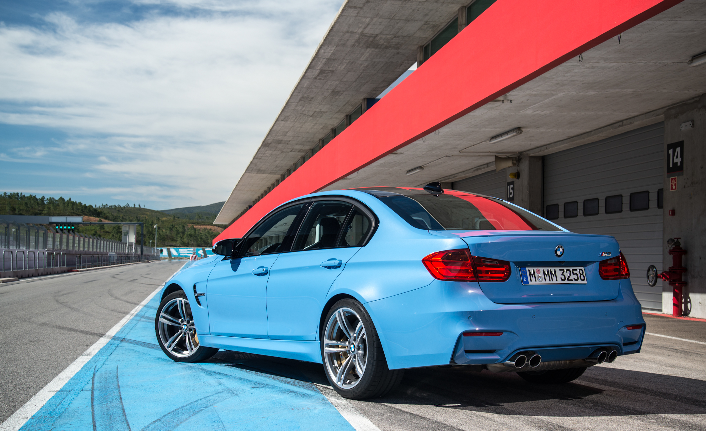 2015 BMW M3 Sedan (Photo 15 of 55)