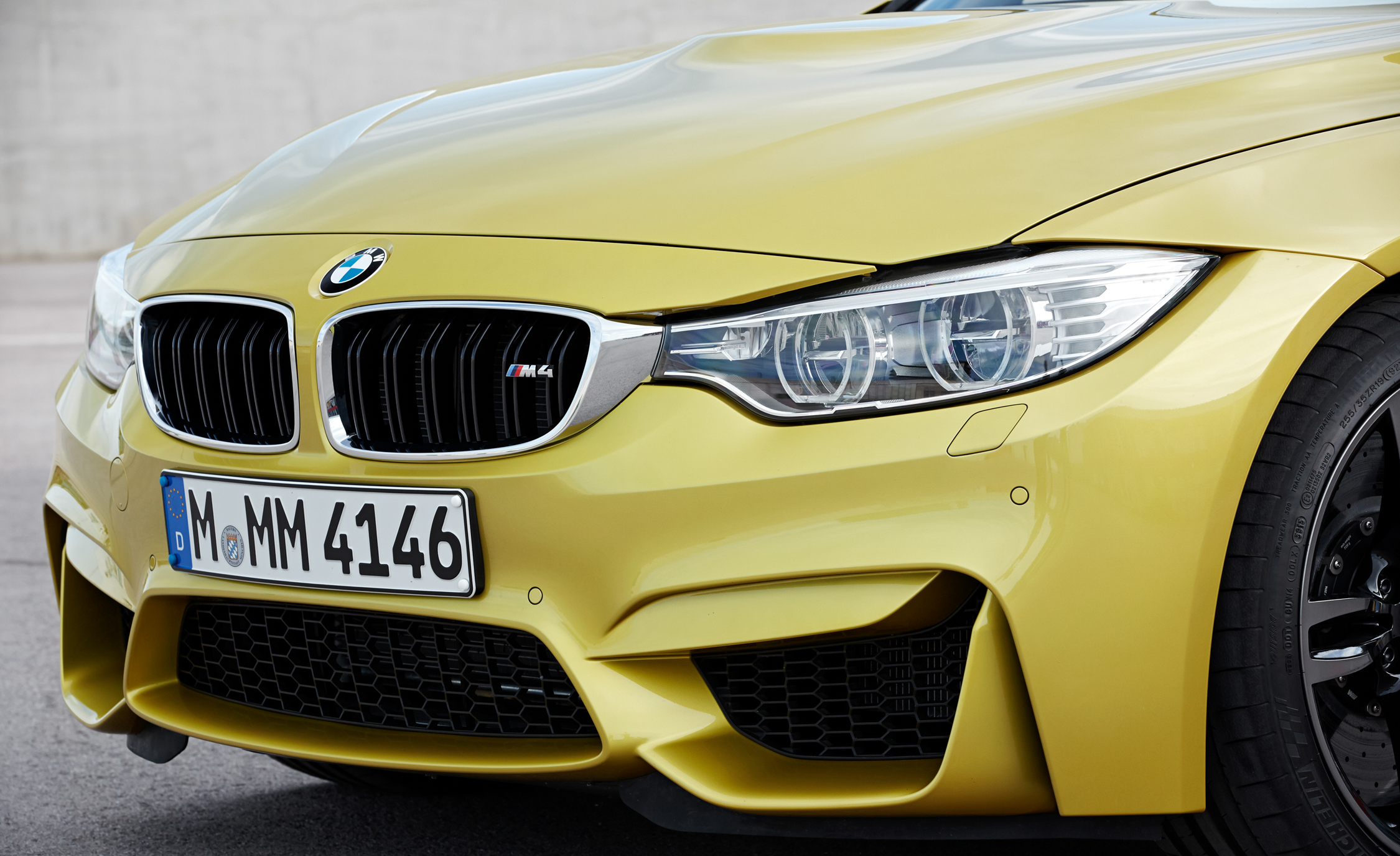 2015 BMW M4 Coupe (Photo 15 of 41)