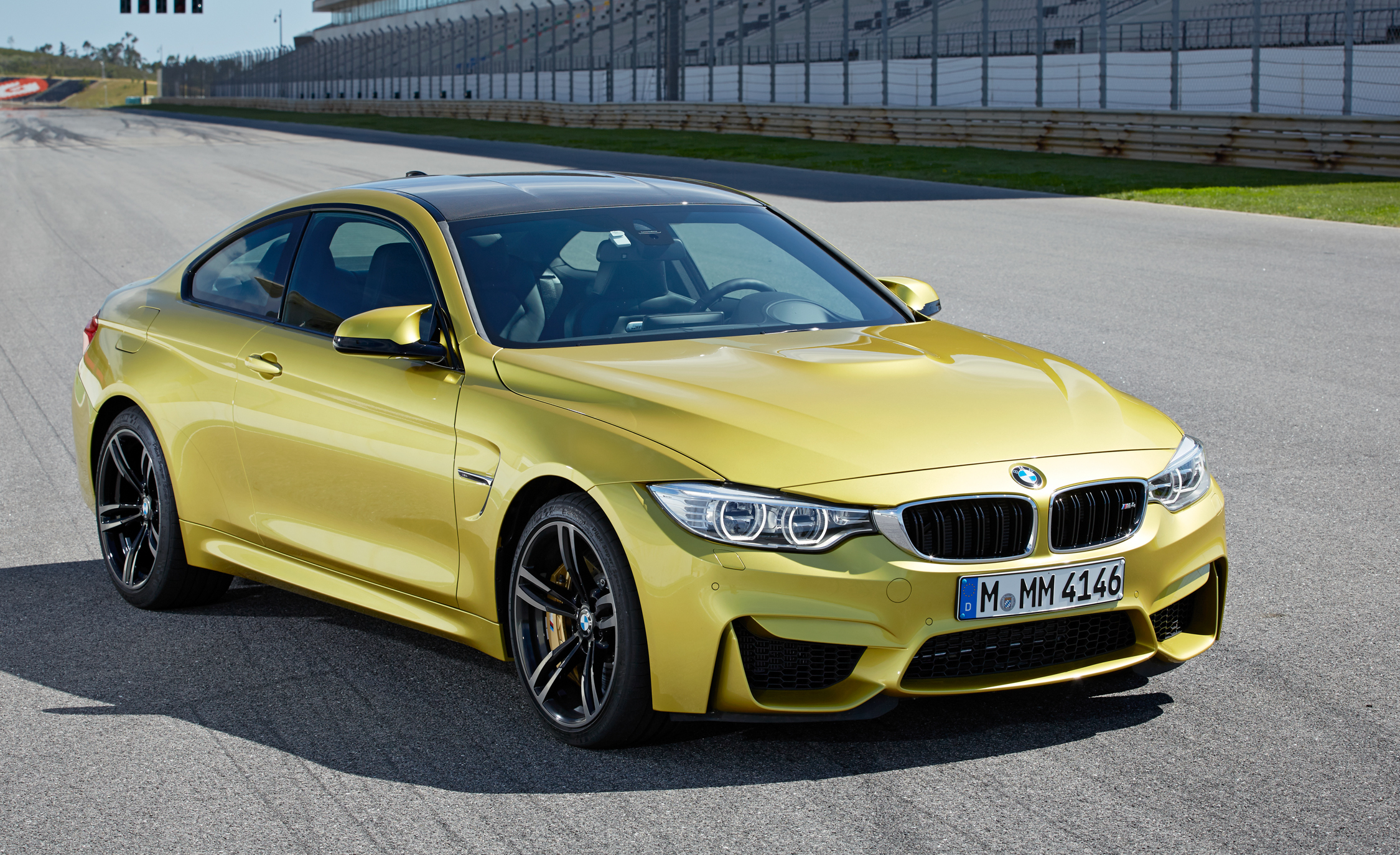 2015 BMW M4 Coupe (Photo 25 of 41)
