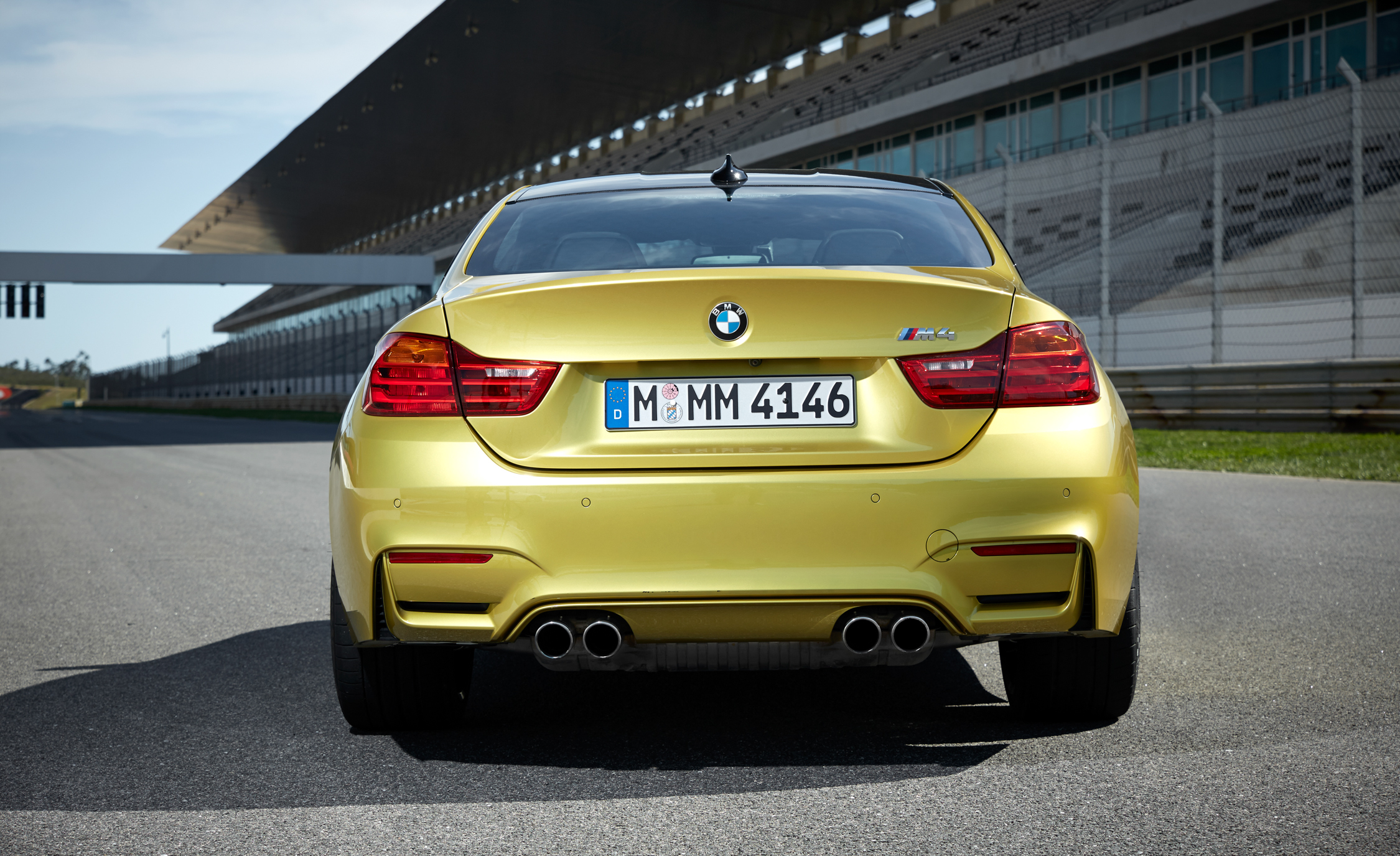 2015 BMW M4 Coupe (Photo 31 of 41)