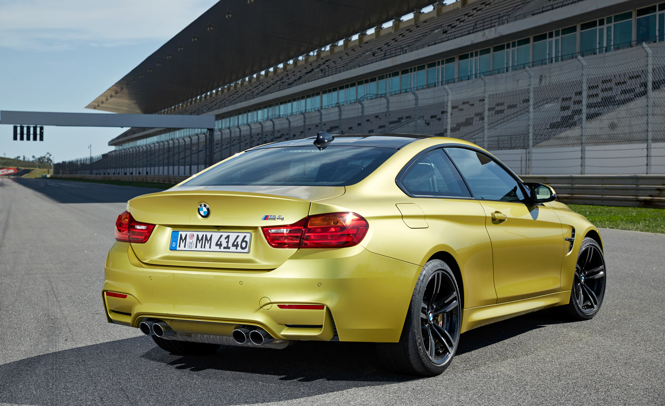 2015 BMW M4 Coupe (Photo 10 of 41)