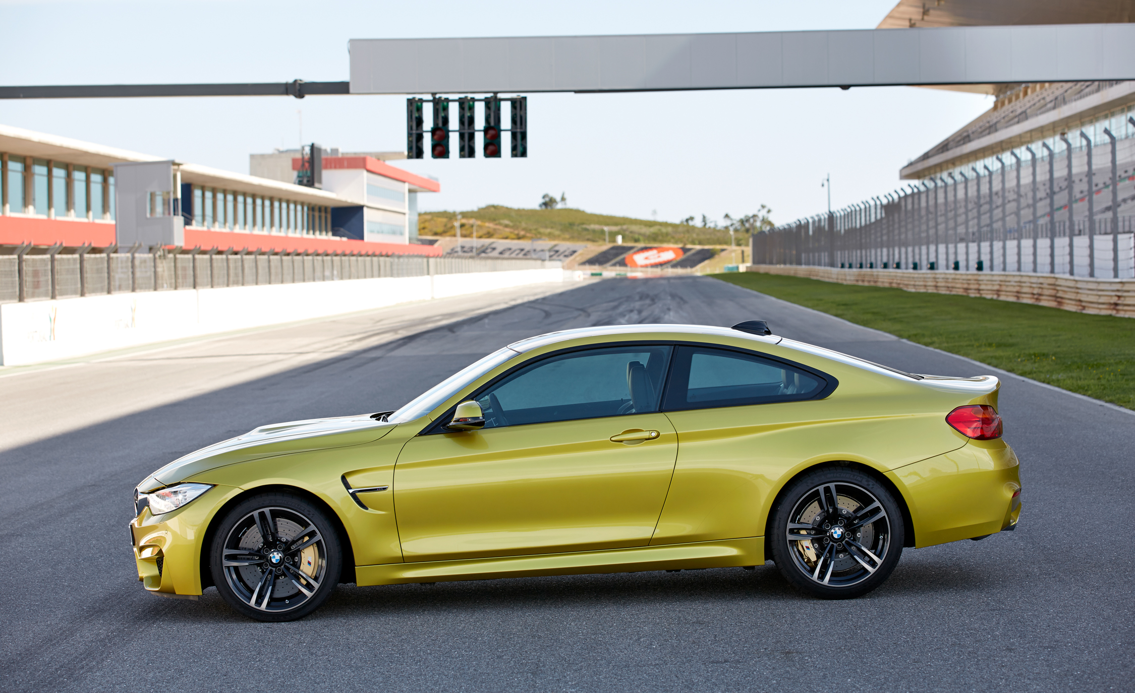 2015 BMW M4 Coupe (Photo 13 of 41)