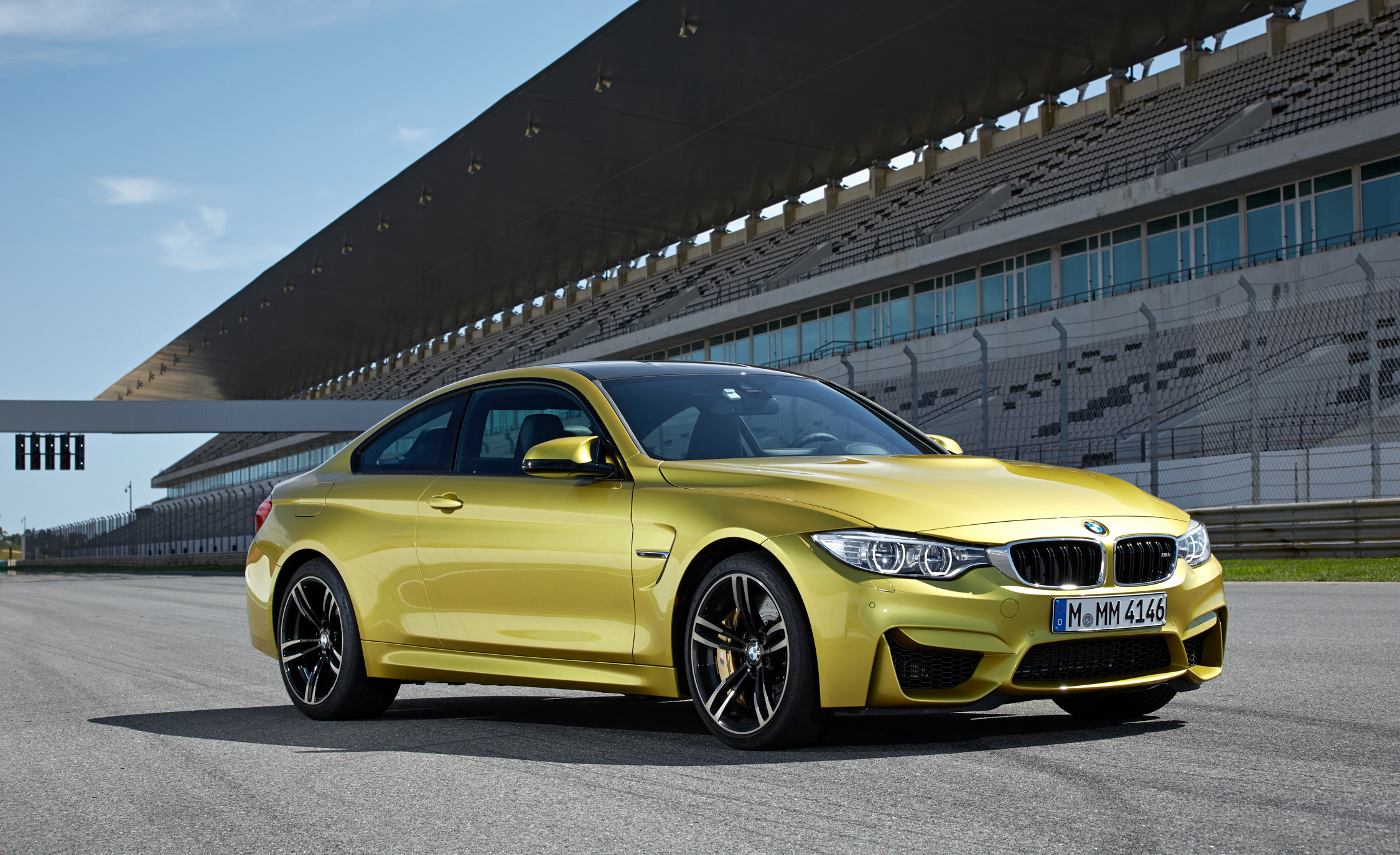 2015 BMW M4 Coupe (Photo 14 of 41)