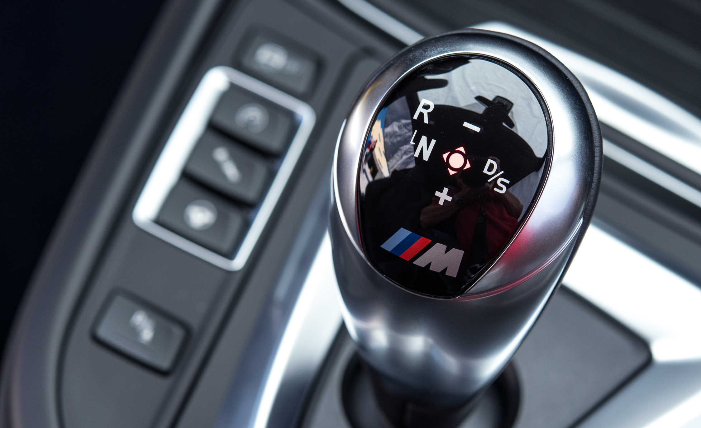 2015 BMW M4 Coupe Shift Lever (Photo 23 of 41)