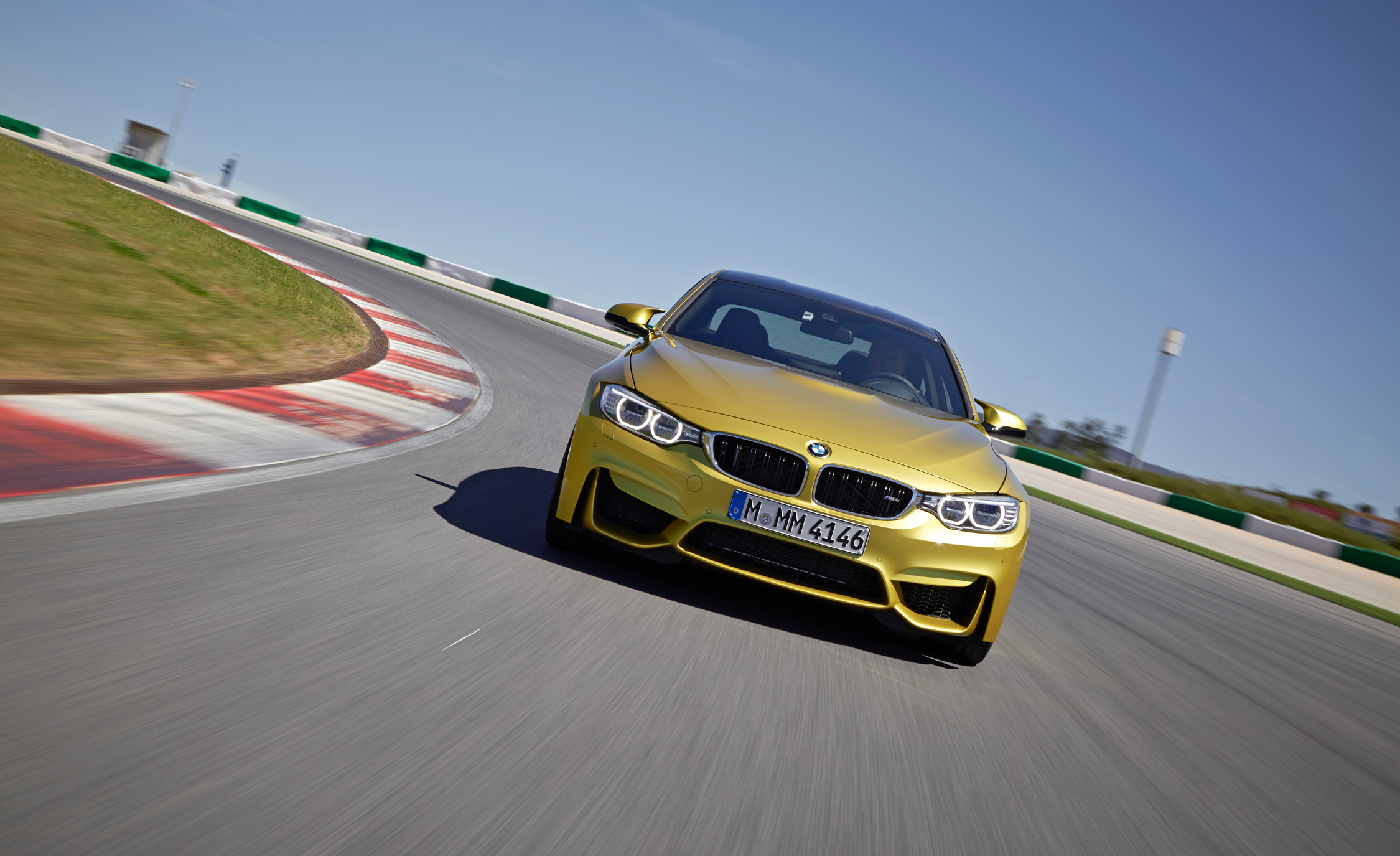 2015 BMW M4 Coupe (Photo 17 of 41)