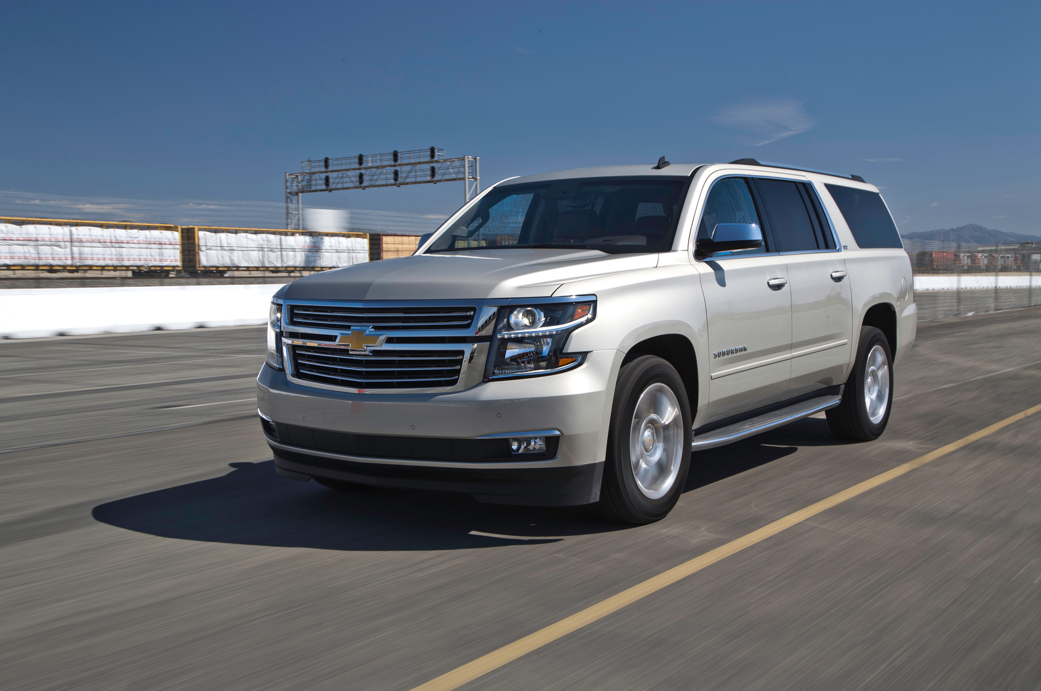 2015 Chevrolet Suburban Front Side View (Photo 30 of 33)
