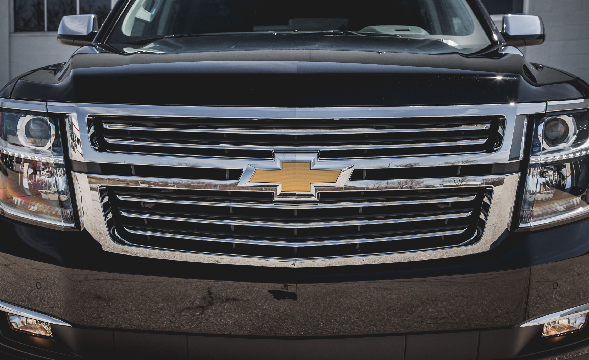 2015 Chevrolet Suburban LTZ Headlights, Badge, And Grille (Photo 15 of 33)
