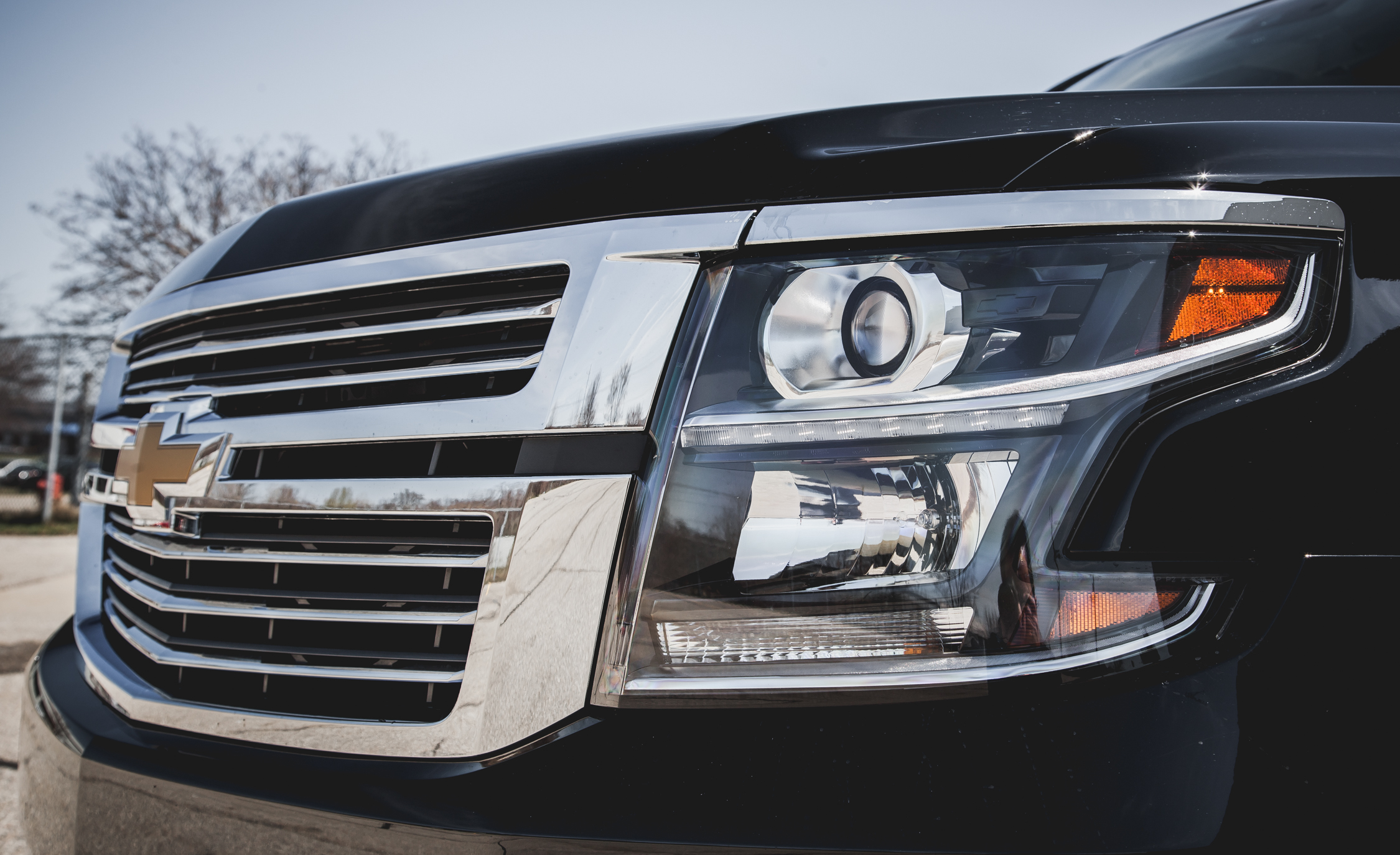 2015 Chevrolet Suburban LTZ Grille, Badge, And Headlight (Photo 14 of 33)