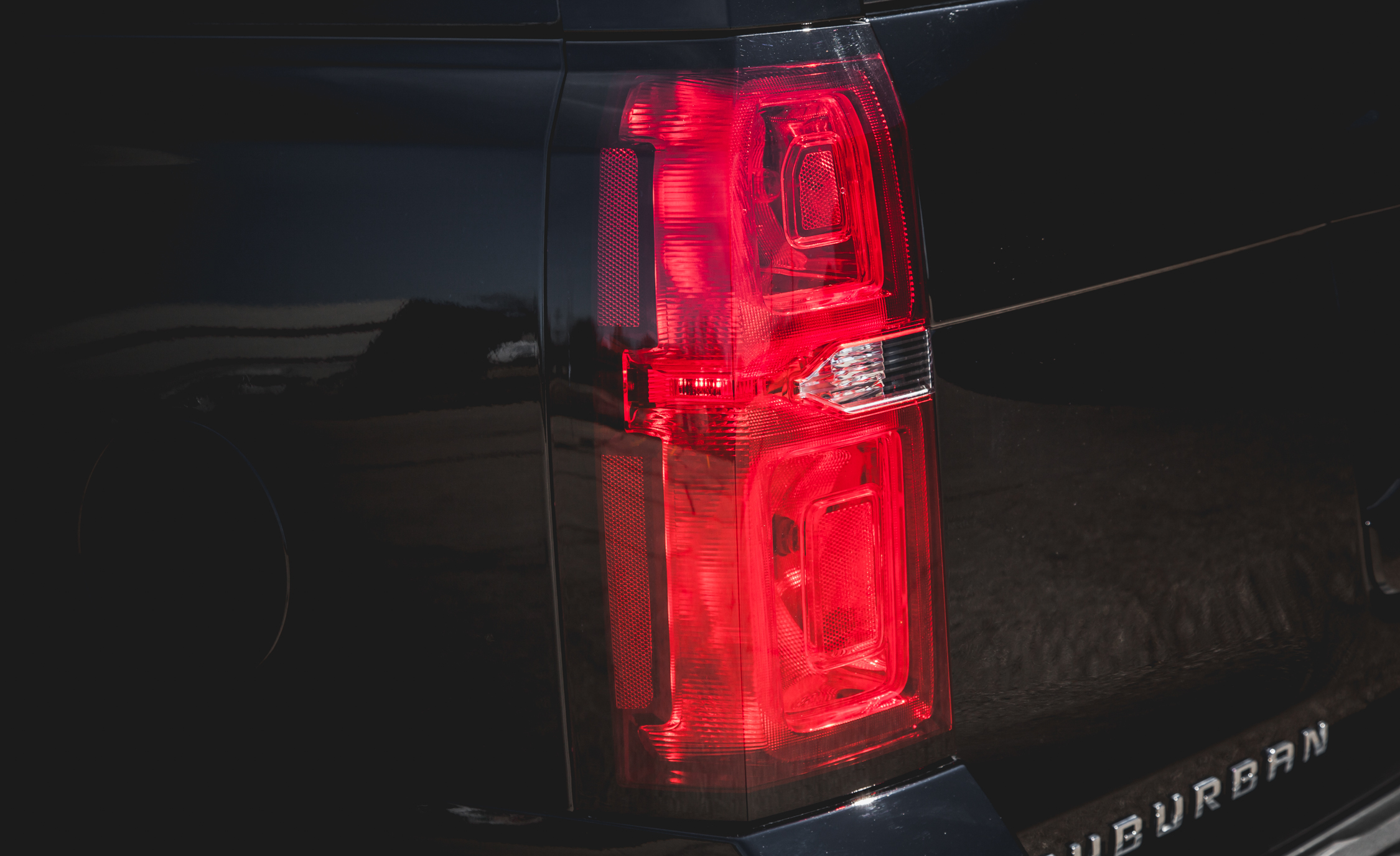 2015 Chevrolet Suburban LTZ Taillight (Photo 26 of 33)