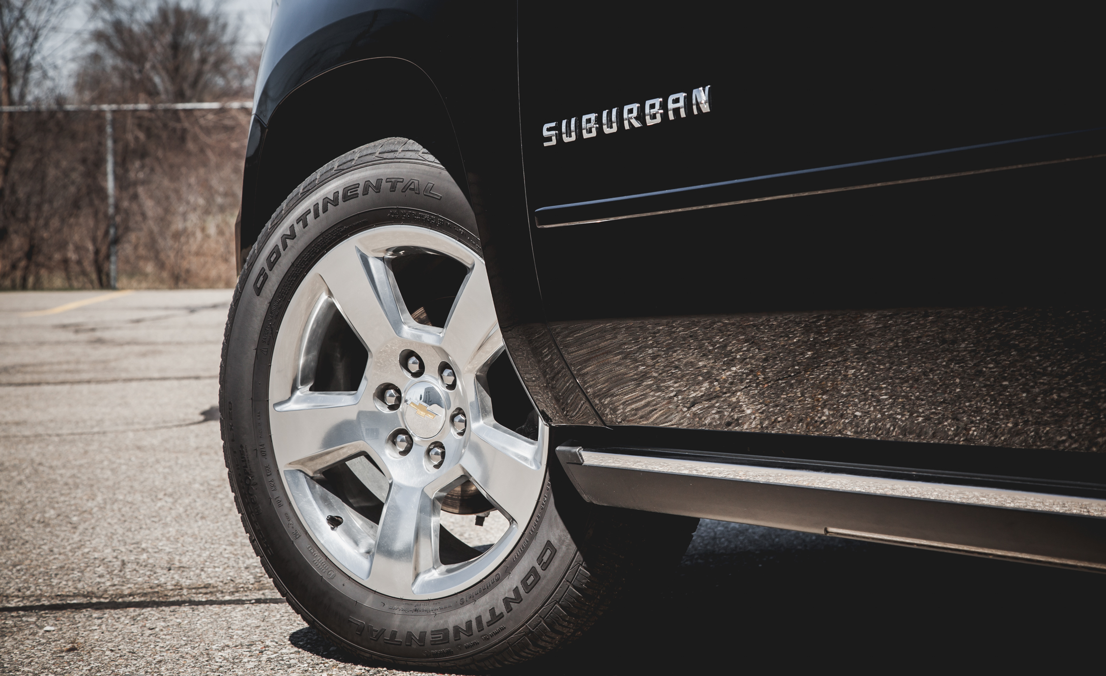 2015 Chevrolet Suburban LTZ Wheel And Badge (Photo 27 of 33)