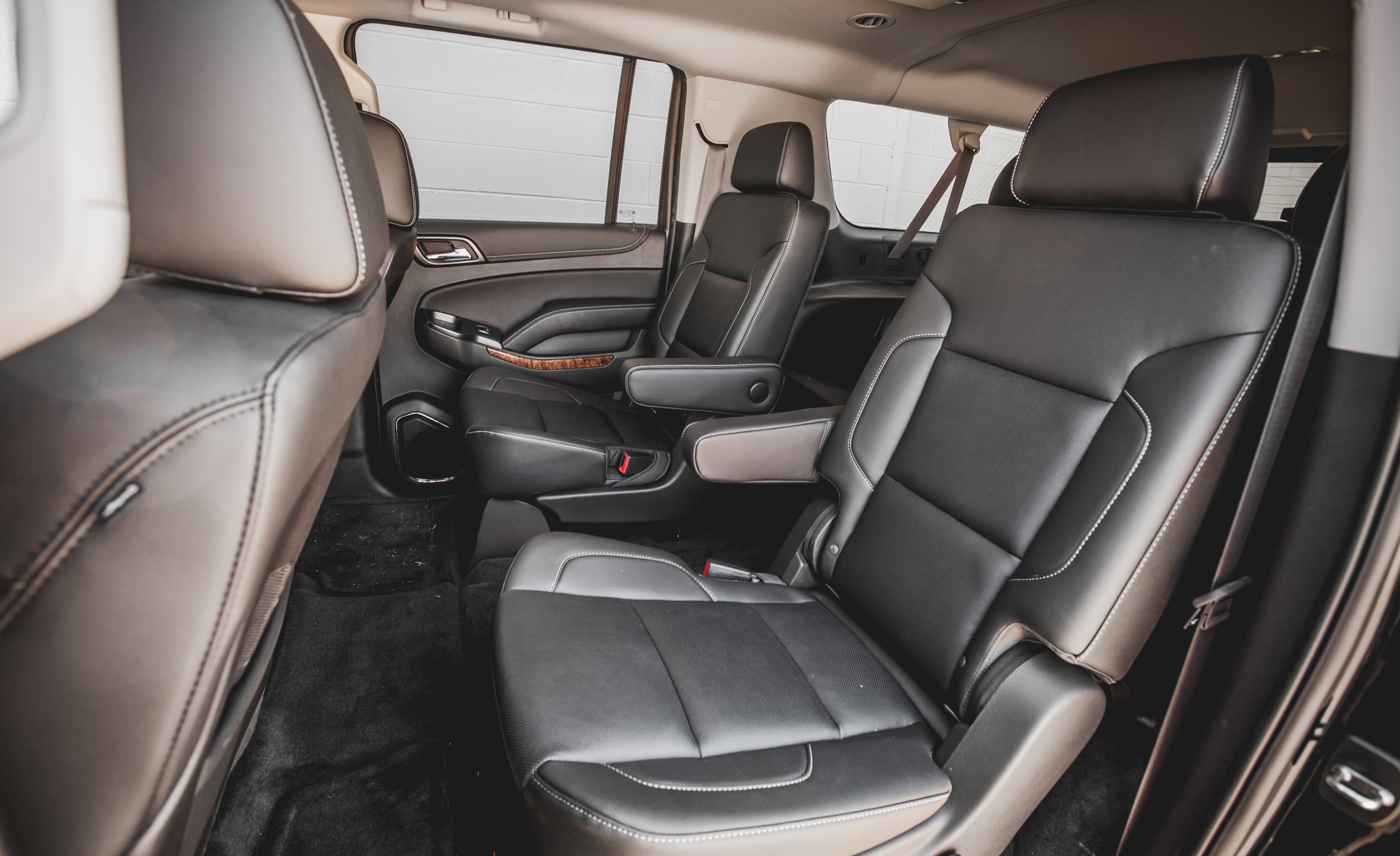 2015 Chevrolet Suburban LTZ Interior (Photo 17 of 33)