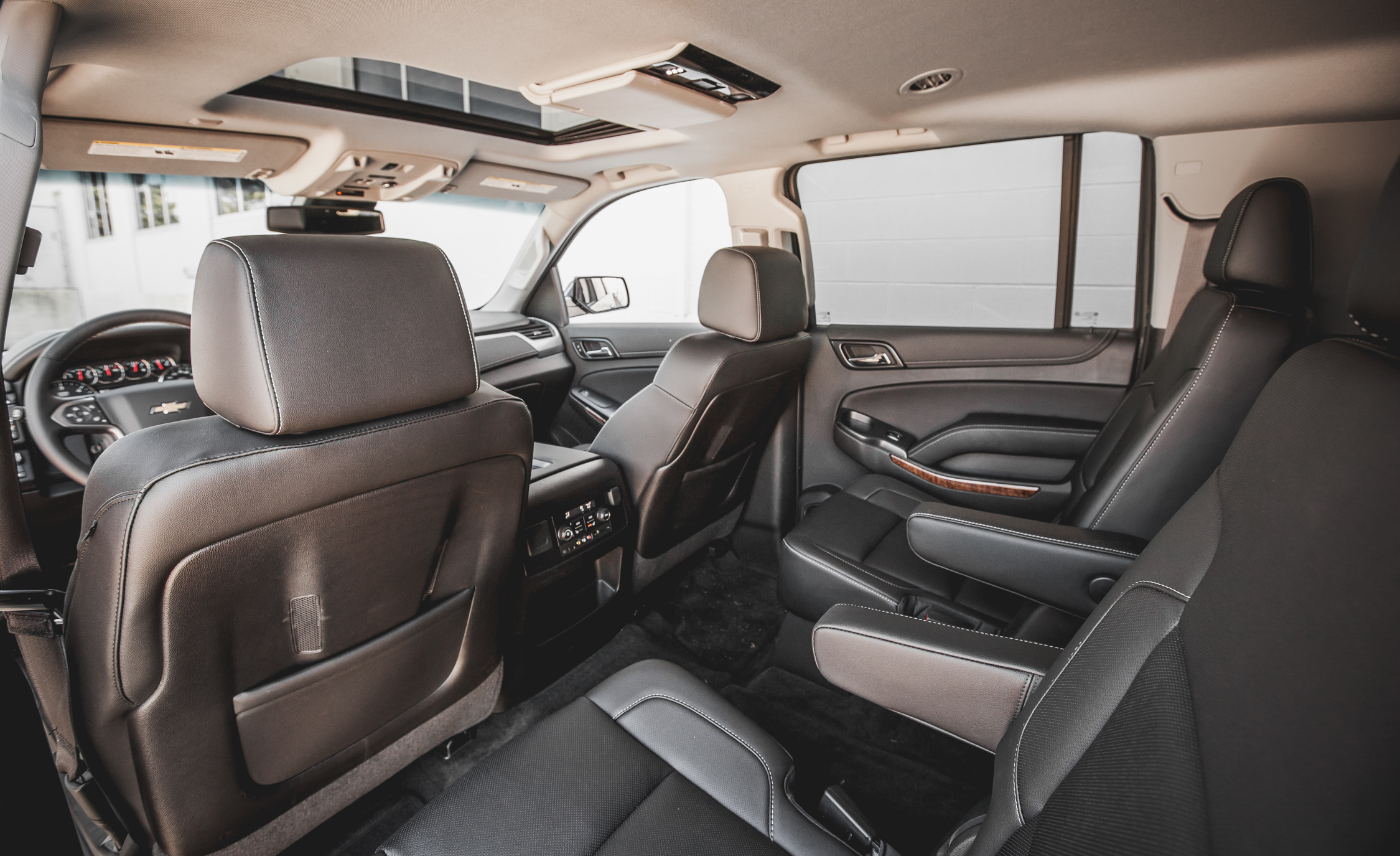 2015 Chevrolet Suburban LTZ Interior (Photo 18 of 33)