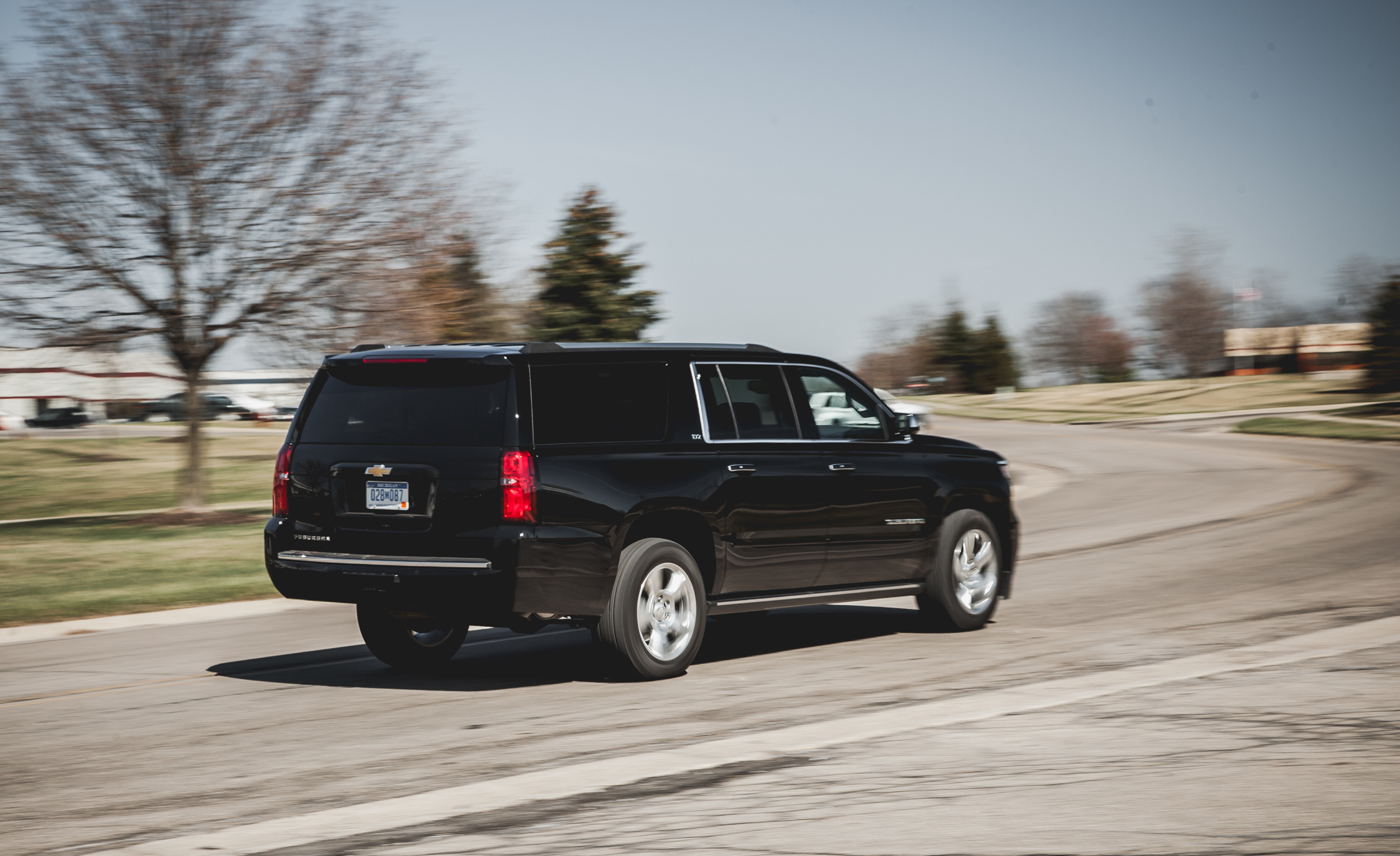 2015 Chevrolet Suburban LTZ (Photo 2 of 33)