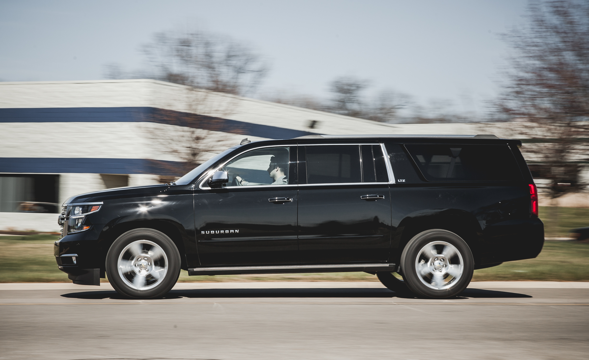 2015 Chevrolet Suburban LTZ (Photo 4 of 33)
