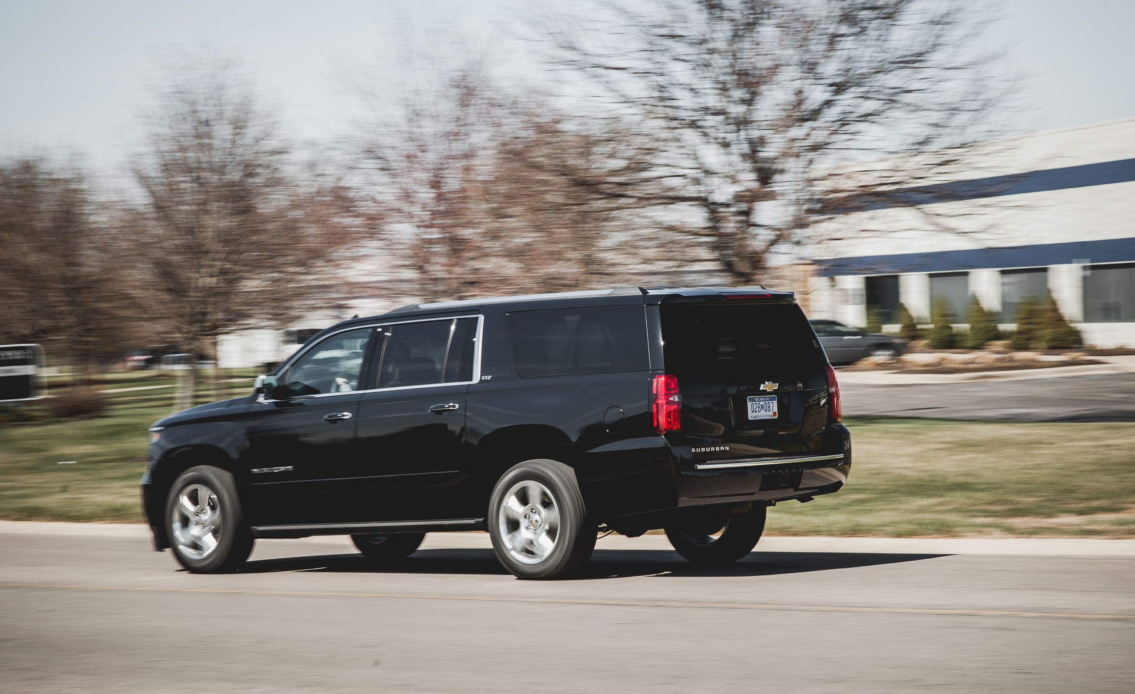 2015 Chevrolet Suburban LTZ (Photo 3 of 33)