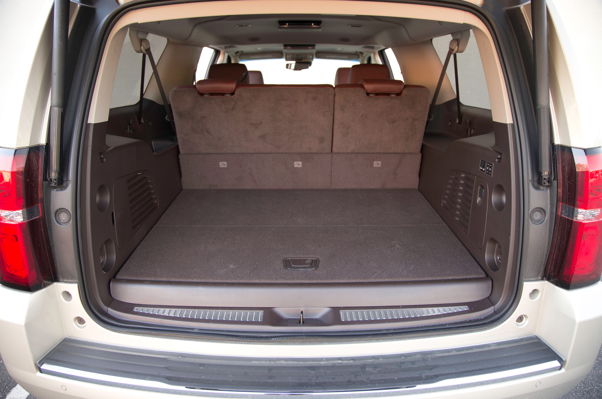2015 Chevrolet Suburban Rear Cabin (Photo 32 of 33)