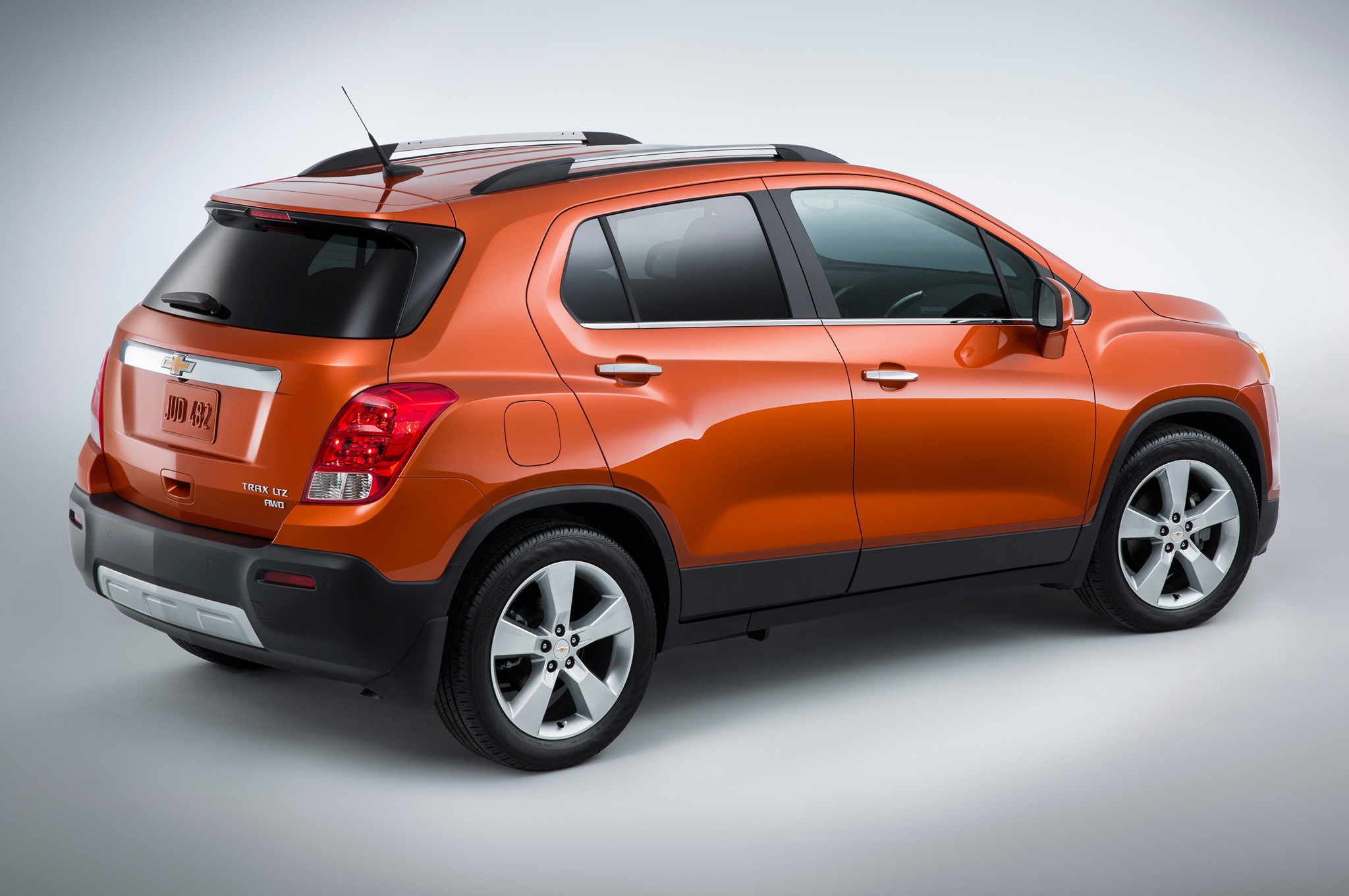 2015 Chevrolet Trax Side End (Photo 8 of 8)