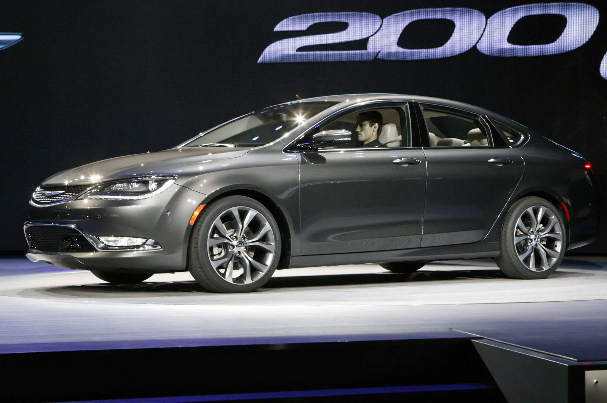 2015 Chrysler 200 Side View (Photo 10 of 11)