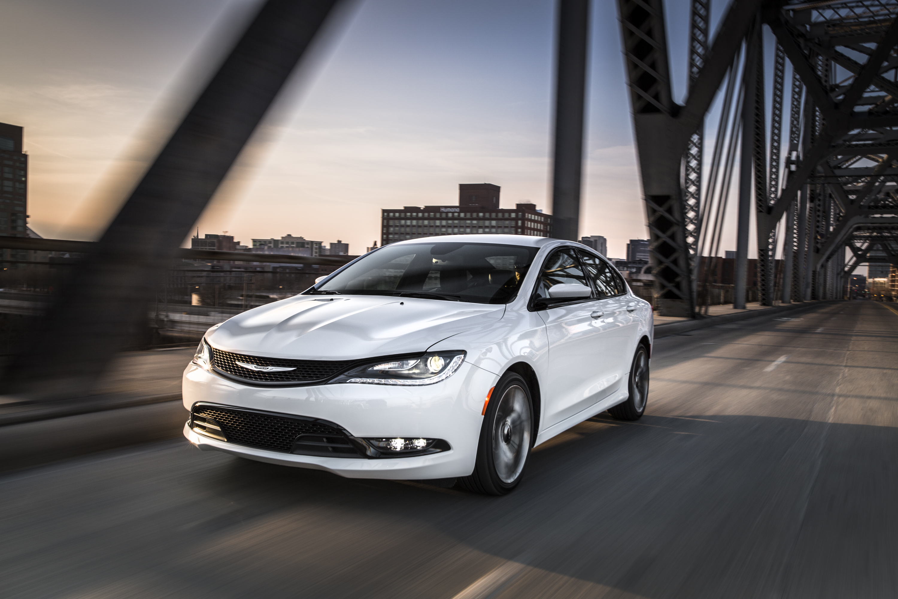 2015 Chrysler 200 Pictures Gallery (11 Images)