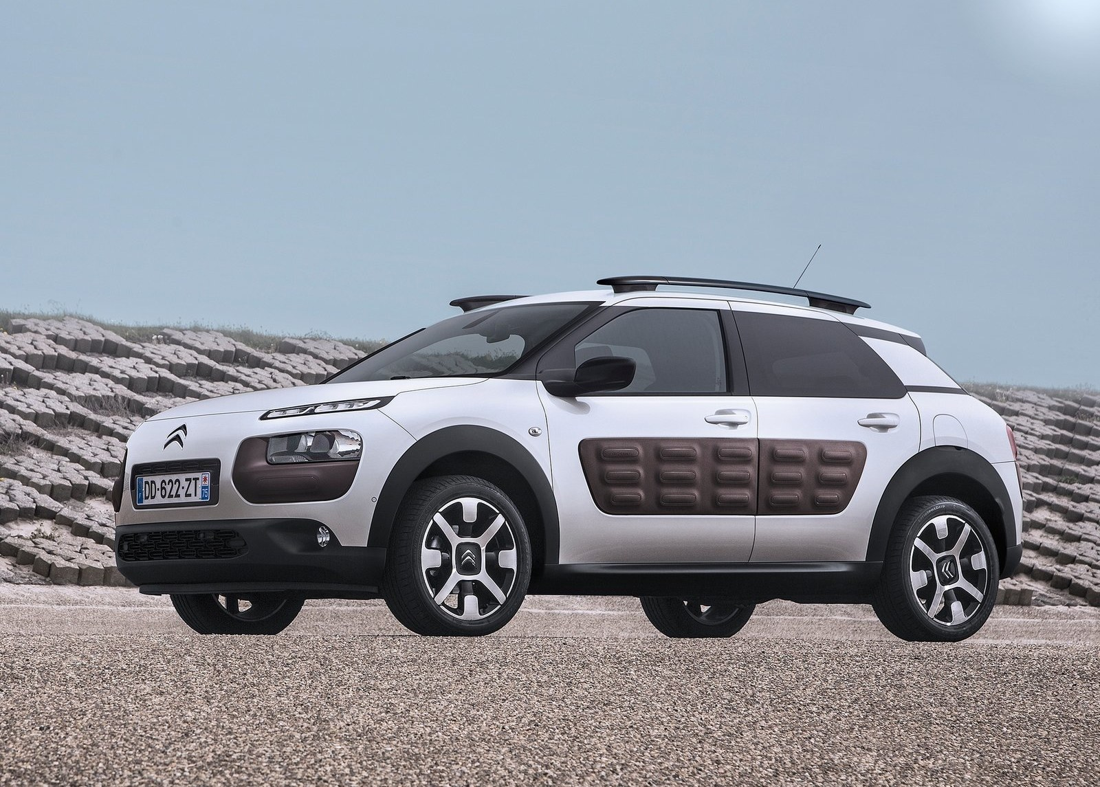 2015 Citroen C4 Cactus Side Preview (Photo 14 of 21)