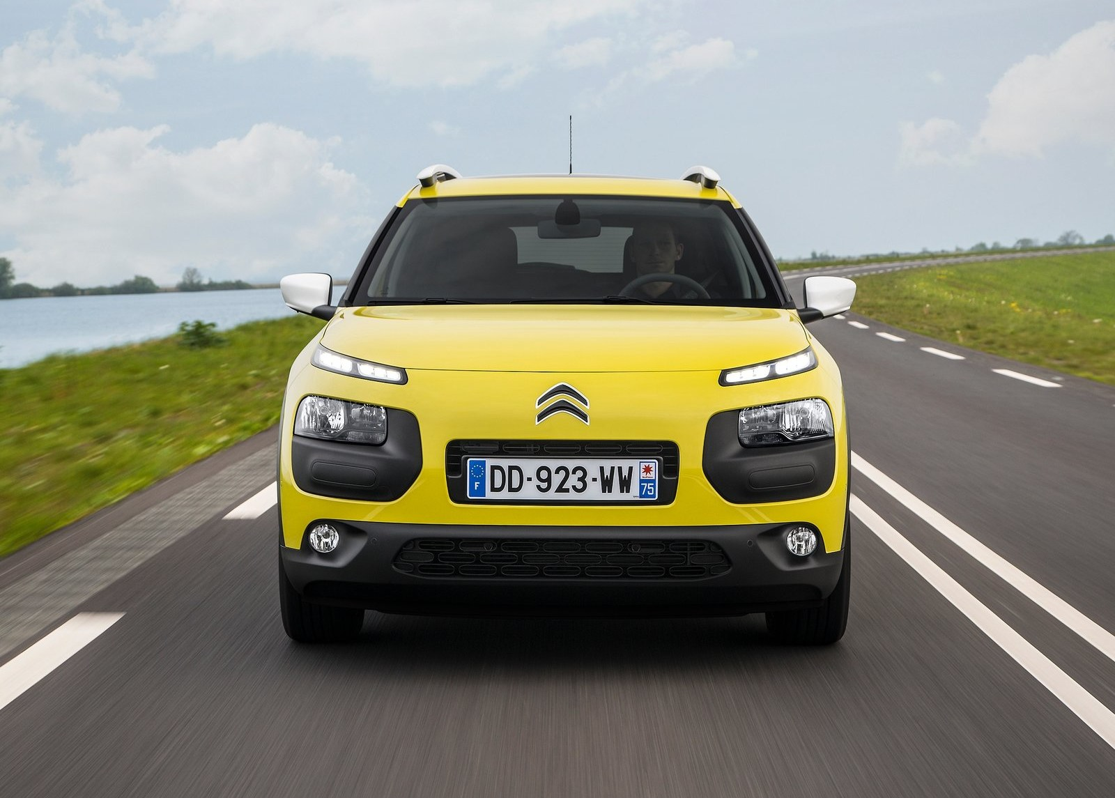 2015 Citroen C4 Cactus Yellow Front End Exterior (Photo 21 of 21)