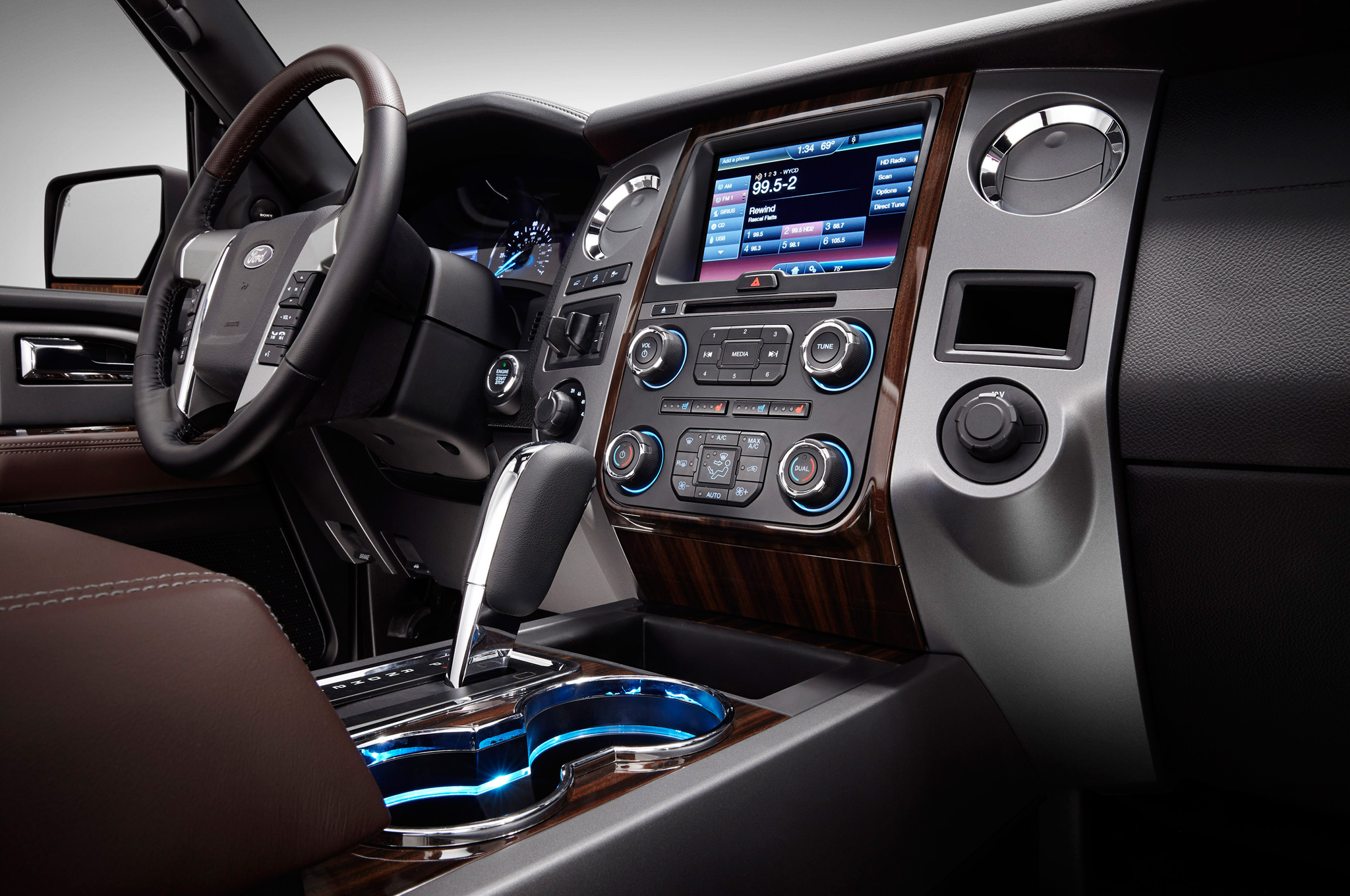 2015 Ford Expedition Dashboard And Head Unit (Photo 1 of 6)