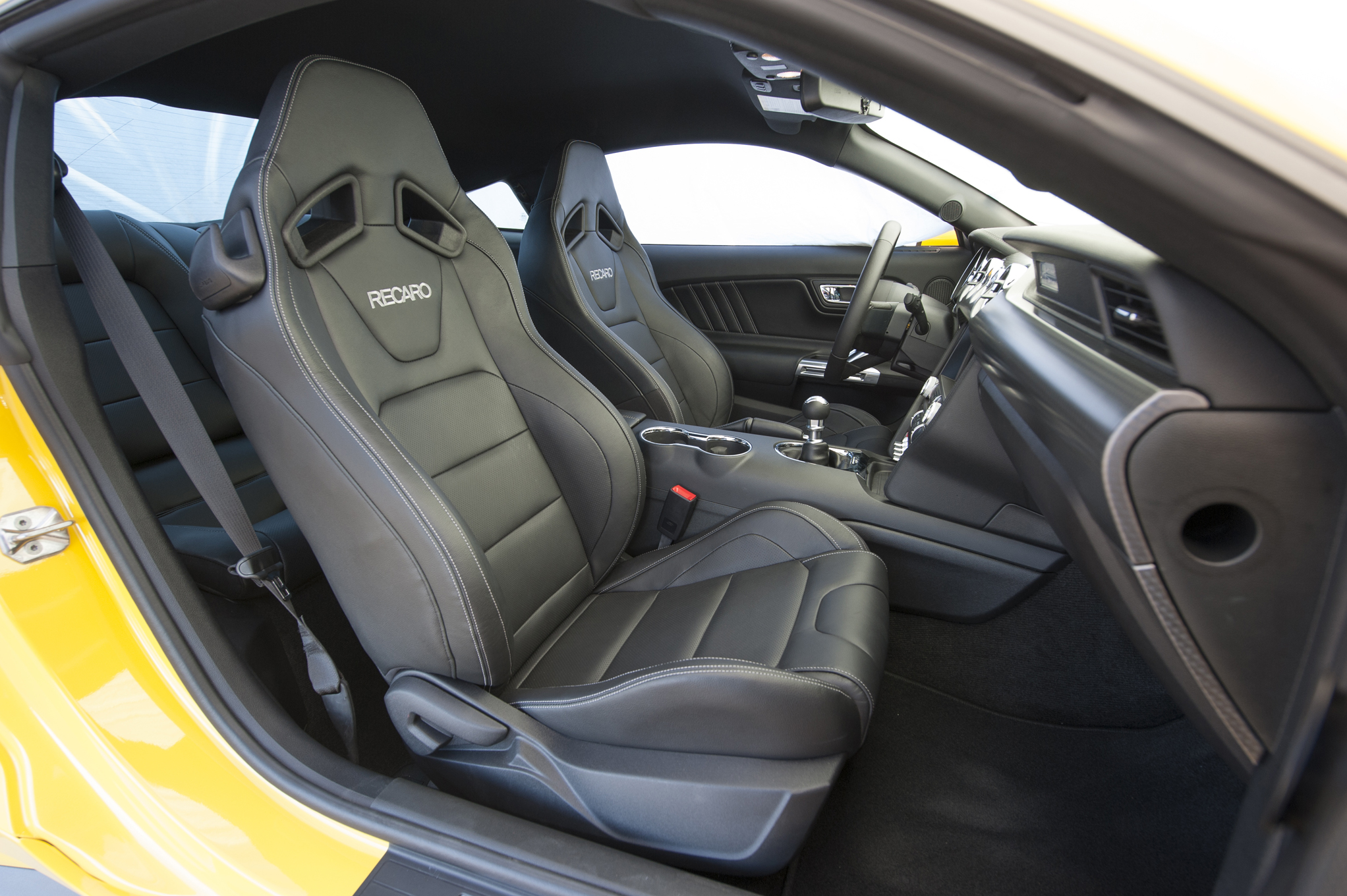 2015 Ford Mustang Gt Front Seats Interior (Photo 13 of 30)